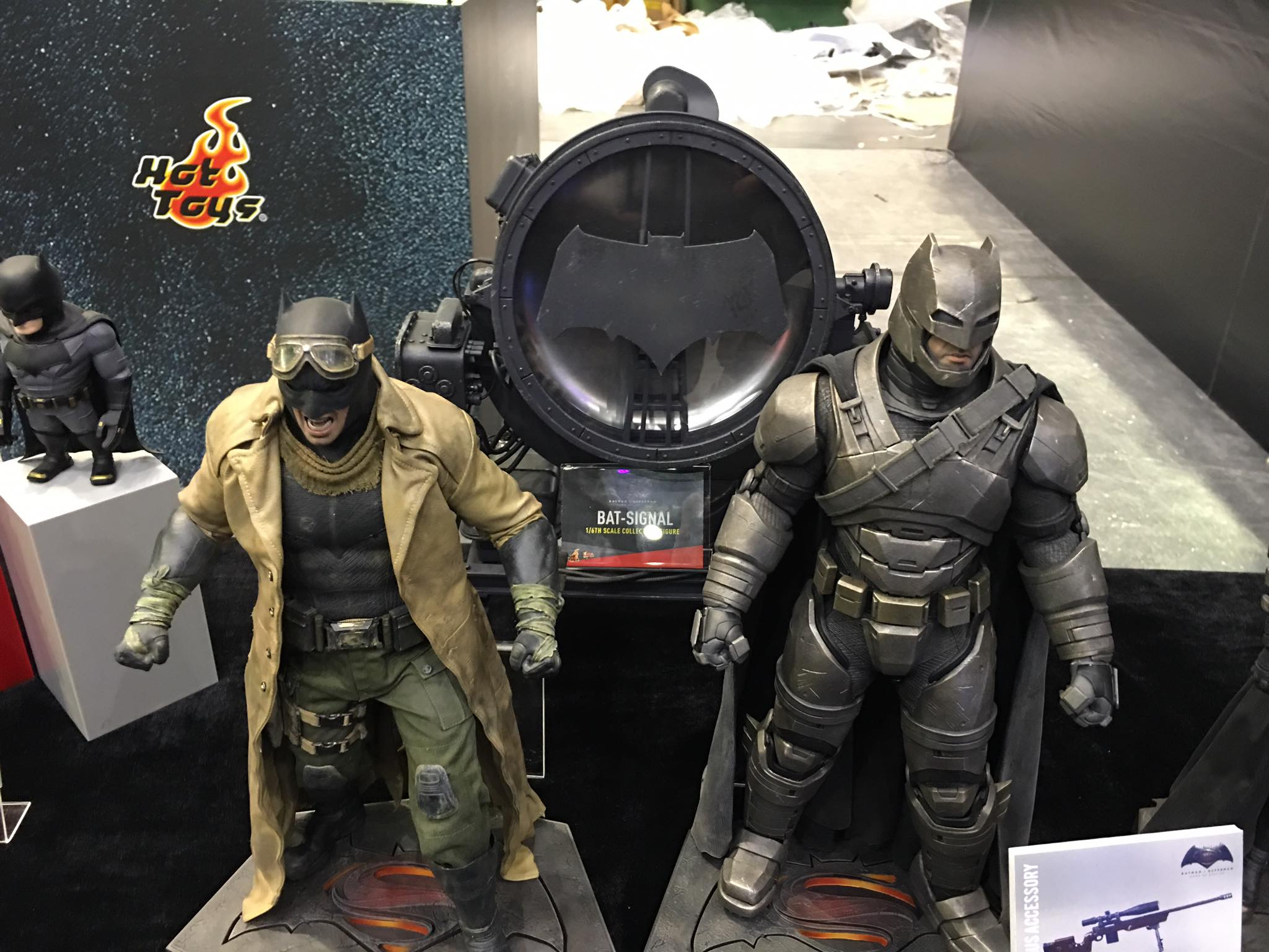 TS15-Hot-Toys-Batman-v-Superman-003.jpg
