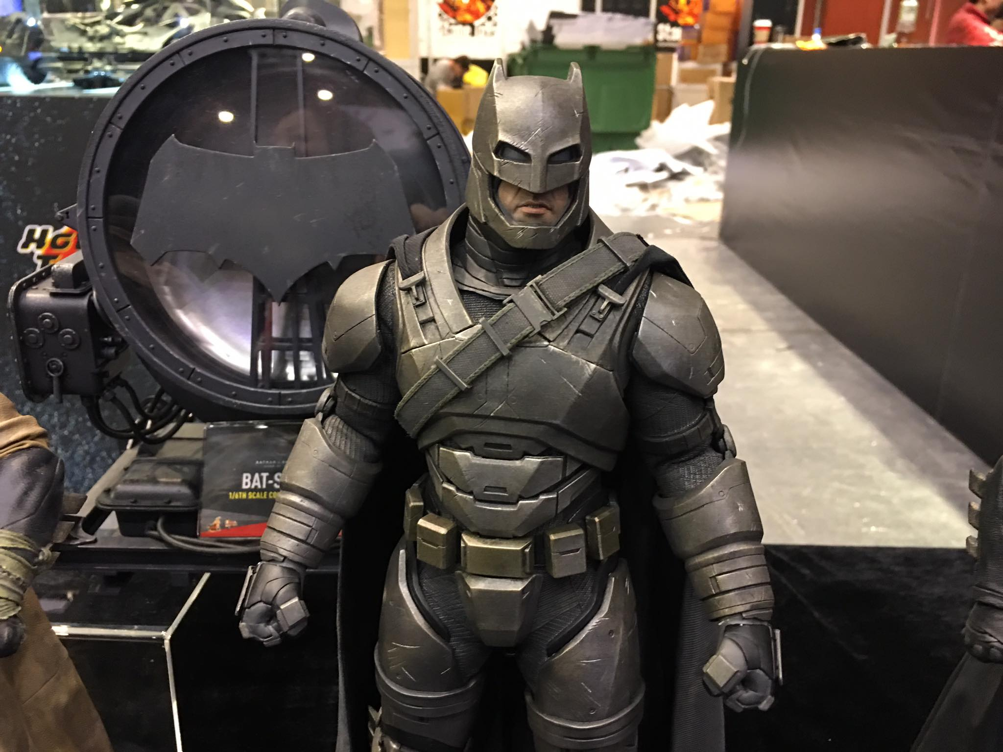 TS15-Hot-Toys-Batman-v-Superman-006.jpg