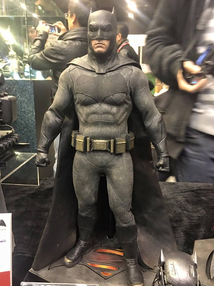 TS15-Hot-Toys-Batman-v-Superman-013.jpg