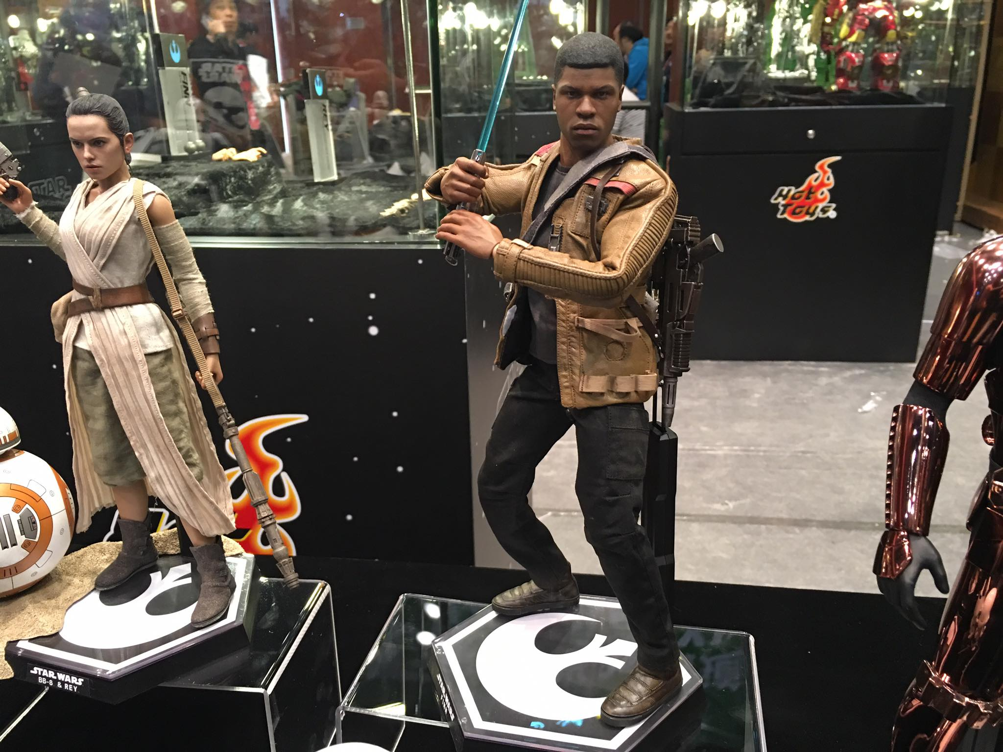 TS15-Hot-Toys-Star-Wars-001.jpg