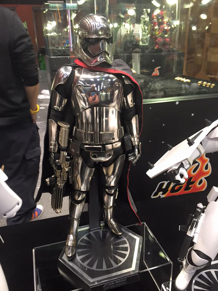 TS15-Hot-Toys-Star-Wars-009.jpg