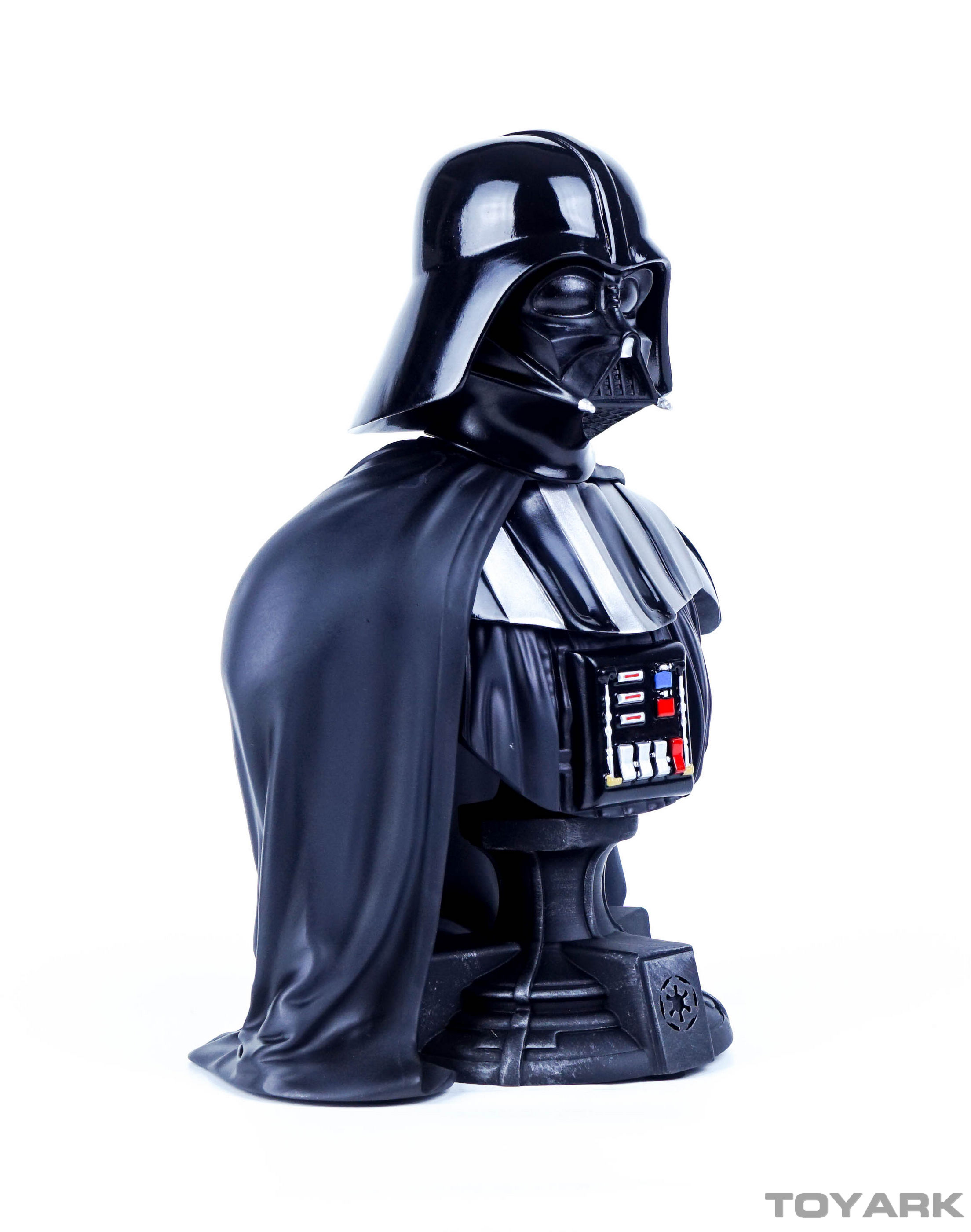 http://news.toyark.com/wp-content/uploads/sites/4/2015/12/Vader-Bust-011.jpg