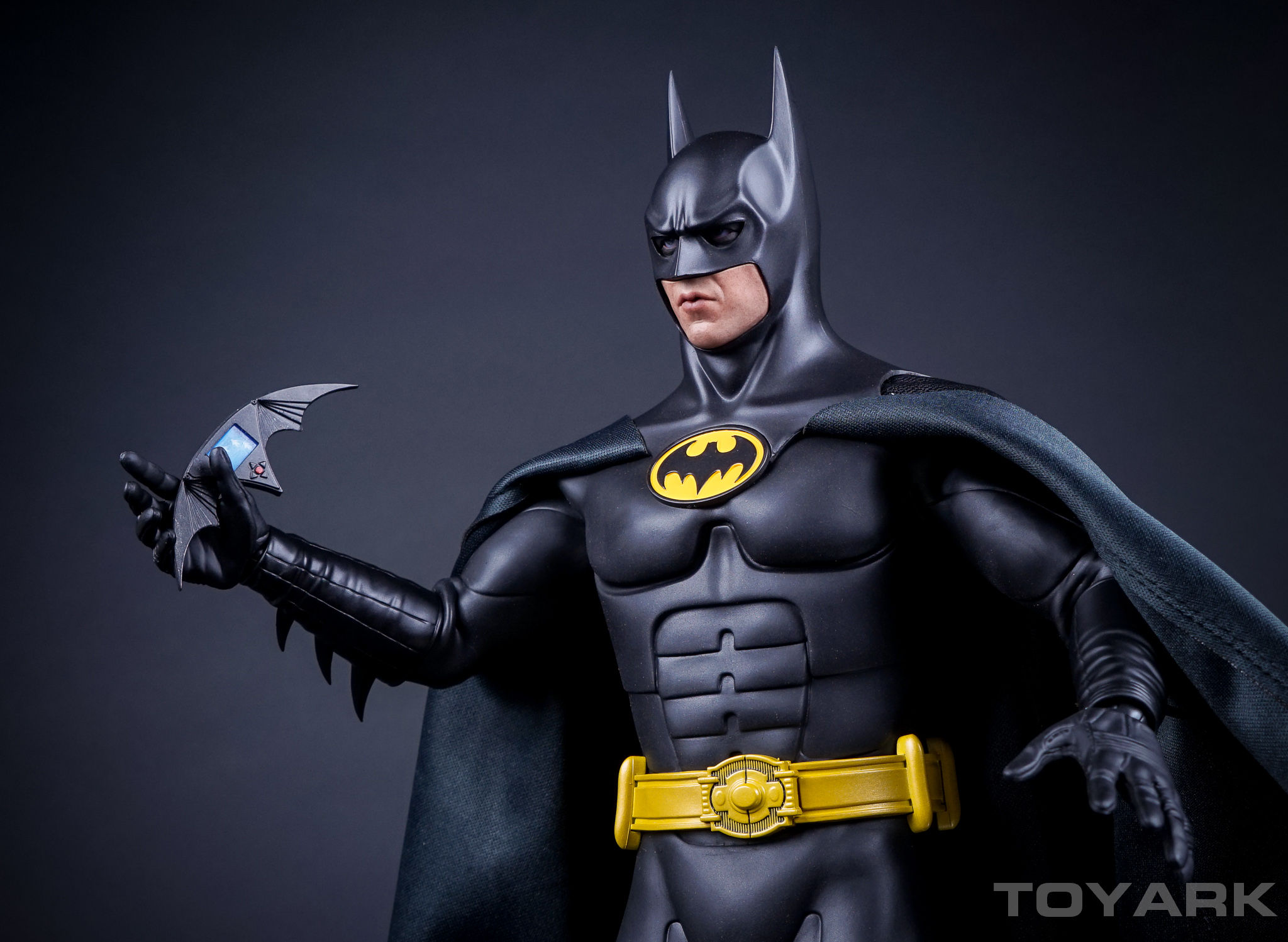 batman returns hot toys batman 1 6 scale figure toyark. Black Bedroom Furniture Sets. Home Design Ideas