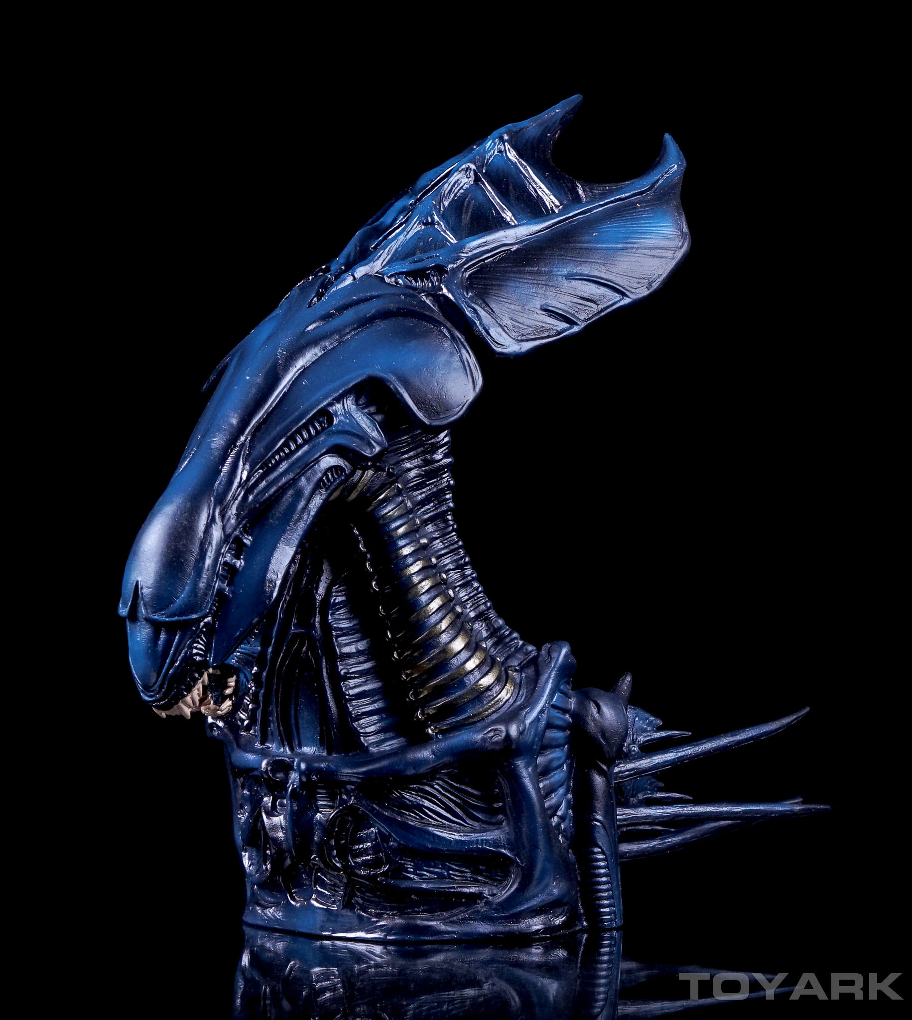 http://news.toyark.com/wp-content/uploads/sites/4/2016/04/Alien-Queen-Bust-Bank-002.jpg
