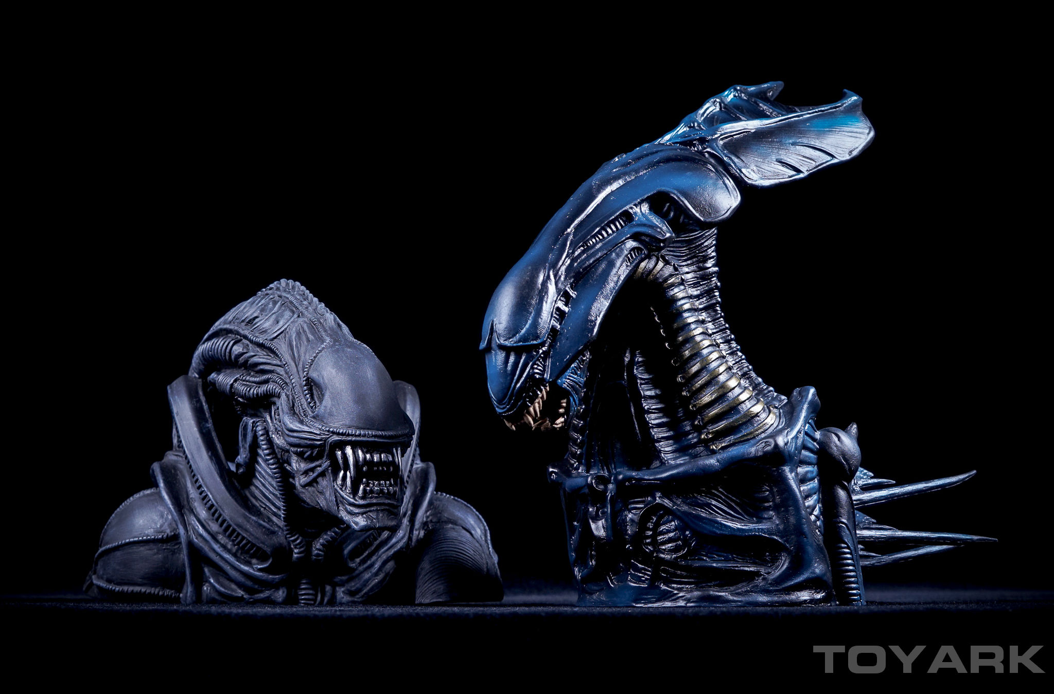 http://news.toyark.com/wp-content/uploads/sites/4/2016/04/Alien-Queen-Bust-Bank-024.jpg