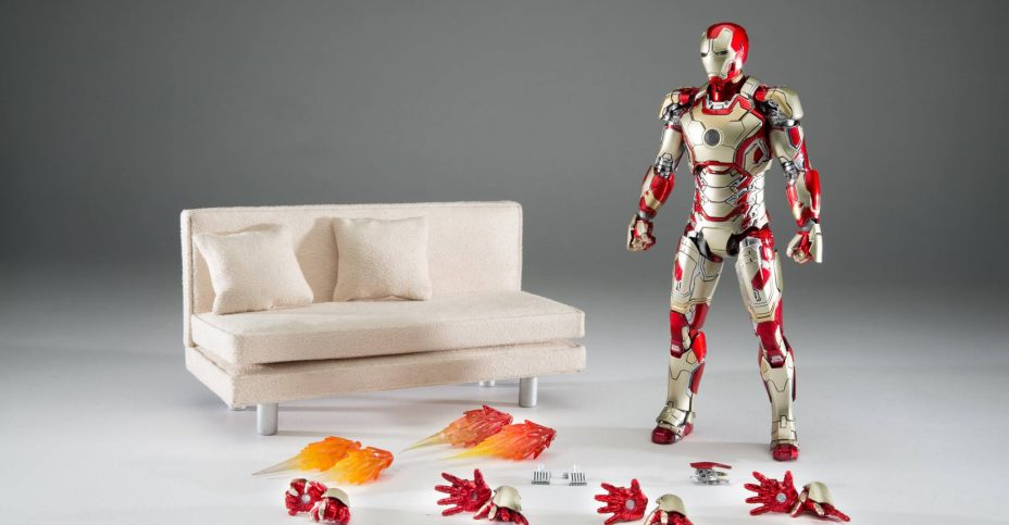Comicave Iron Man Mark 42 with Couch 001