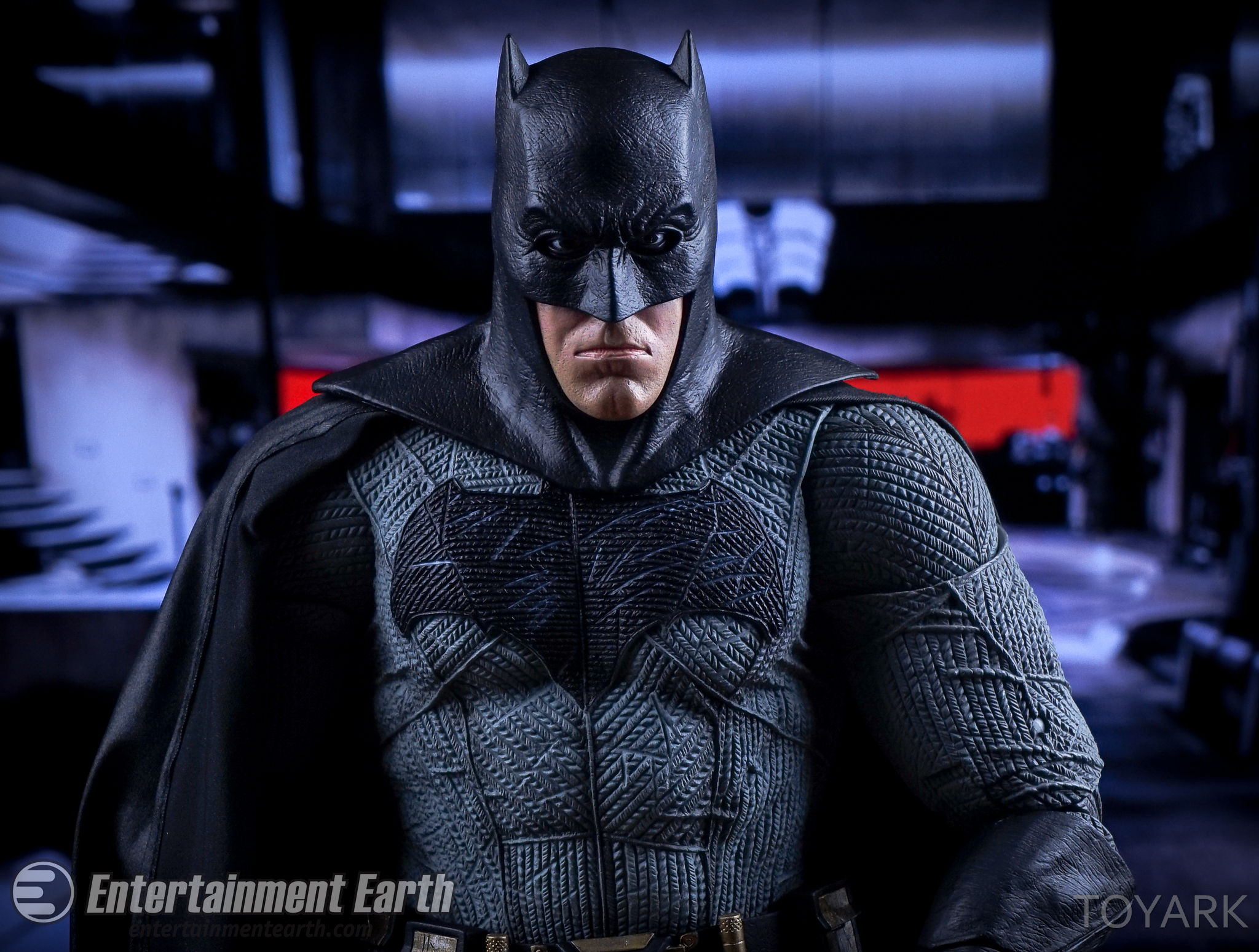 http://news.toyark.com/wp-content/uploads/sites/4/2016/06/NECA-BvS-Quarter-Scale-Batman-046.jpg