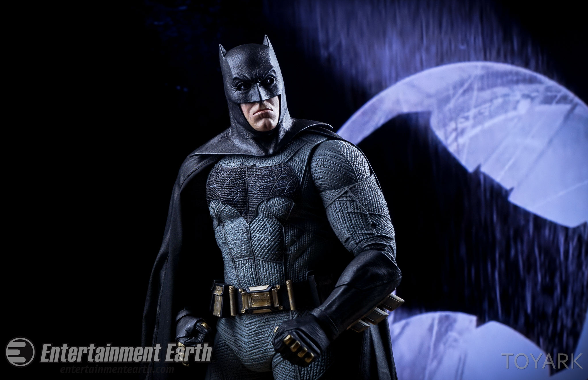 http://news.toyark.com/wp-content/uploads/sites/4/2016/06/NECA-BvS-Quarter-Scale-Batman-049.jpg