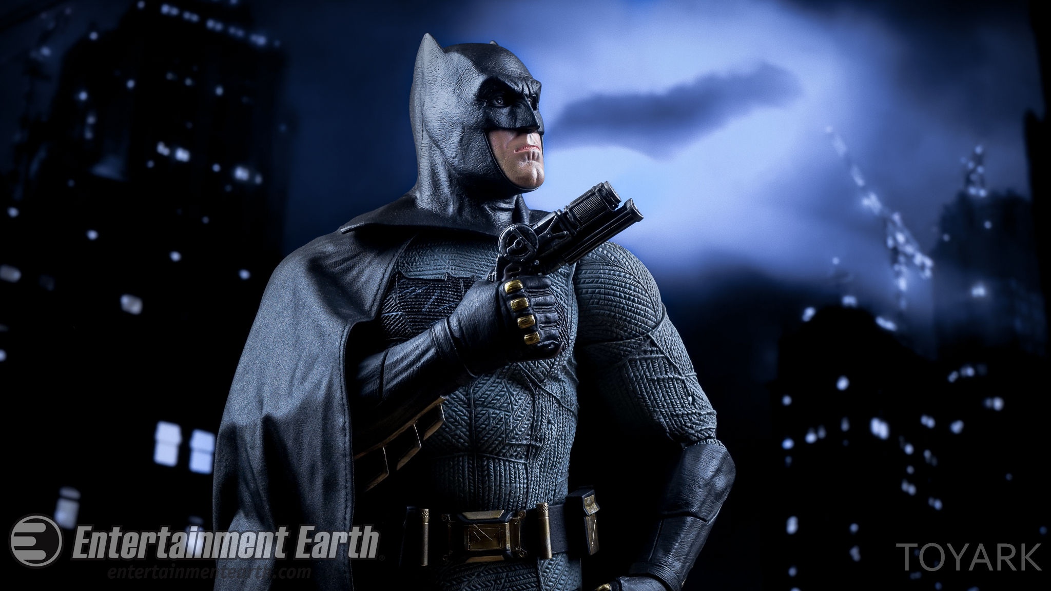 http://news.toyark.com/wp-content/uploads/sites/4/2016/06/NECA-BvS-Quarter-Scale-Batman-053.jpg