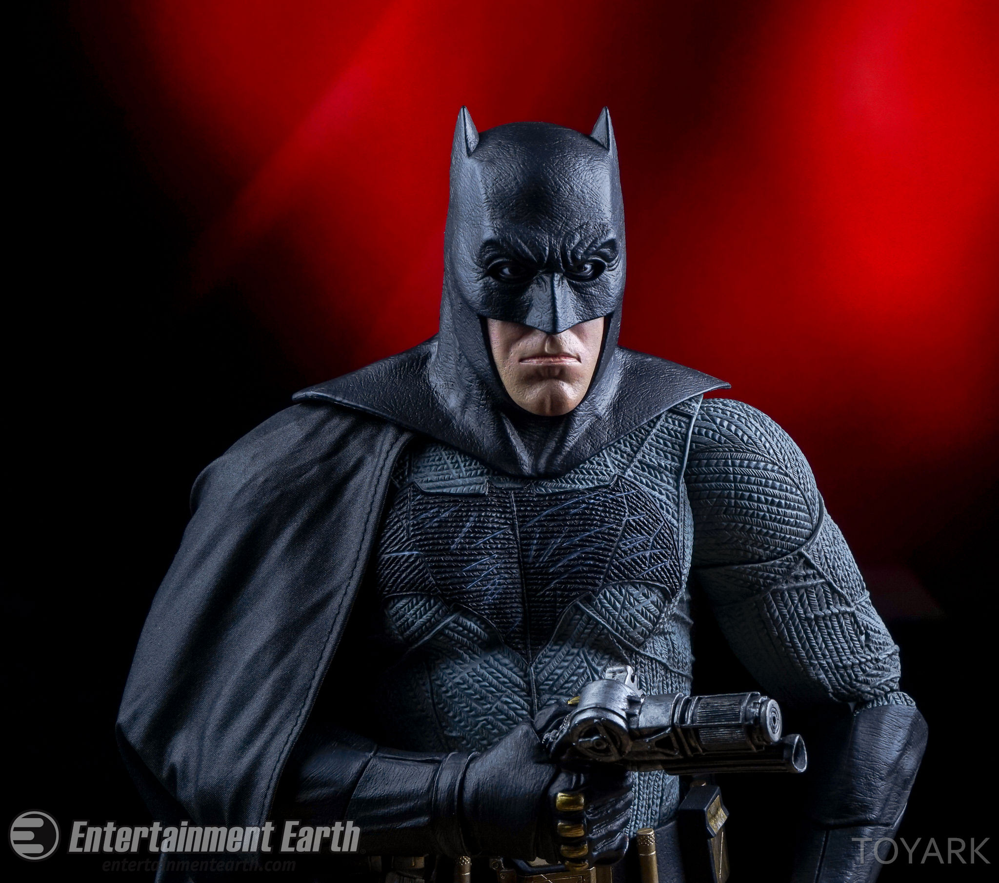 http://news.toyark.com/wp-content/uploads/sites/4/2016/06/NECA-BvS-Quarter-Scale-Batman-054.jpg