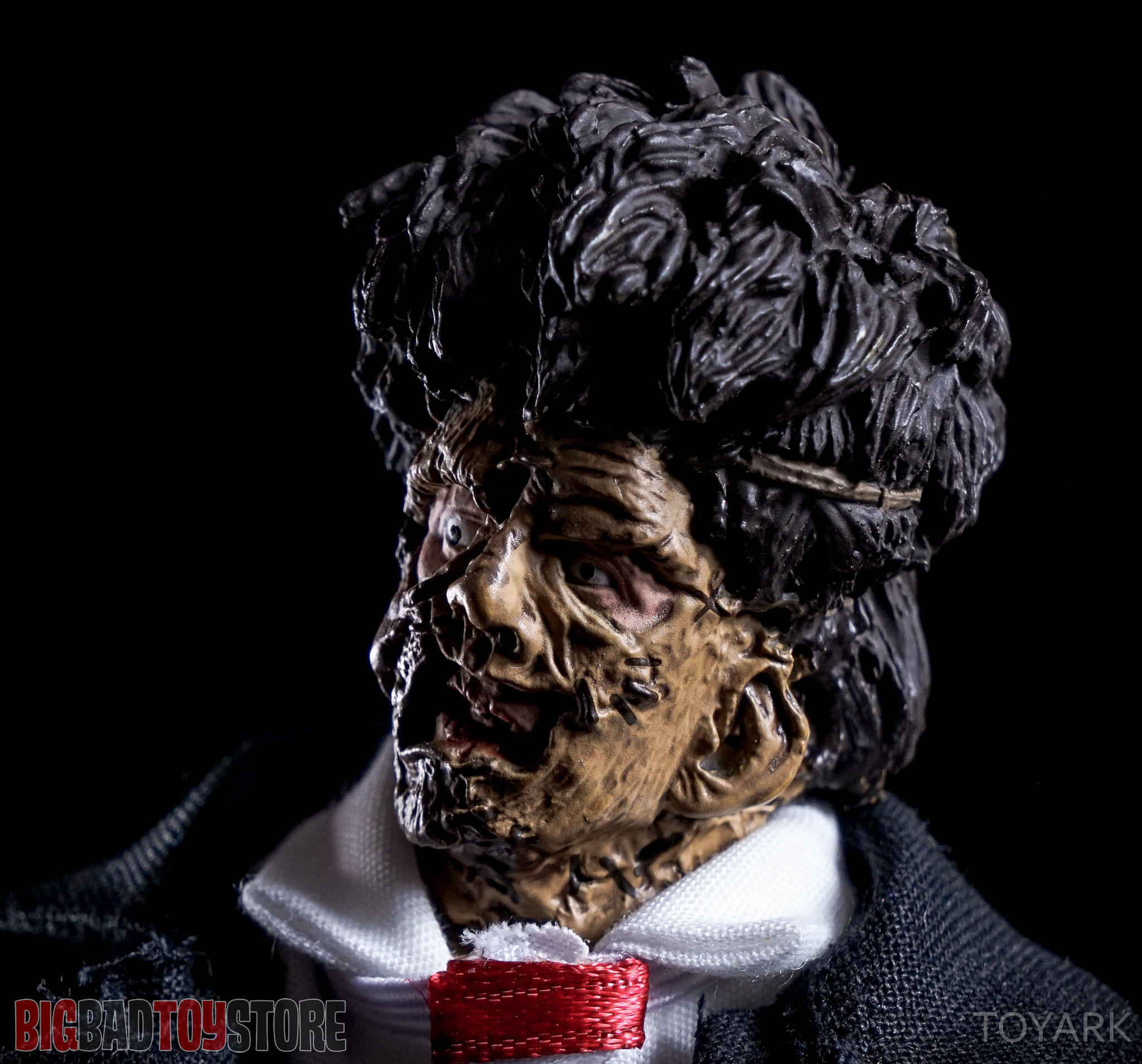 http://news.toyark.com/wp-content/uploads/sites/4/2016/07/NECA-TCM2-Leatherface-022.jpg