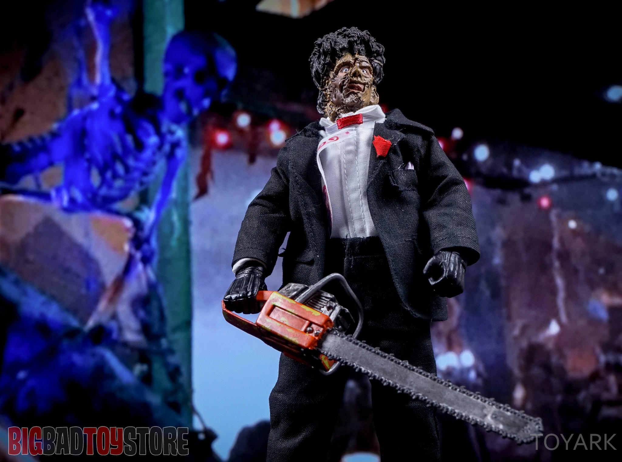 http://news.toyark.com/wp-content/uploads/sites/4/2016/07/NECA-TCM2-Leatherface-035.jpg