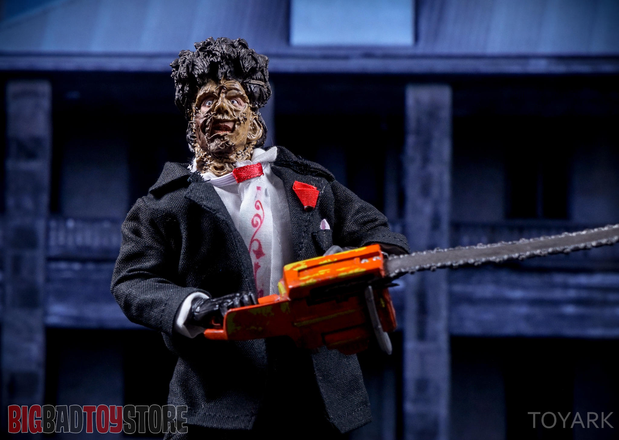 http://news.toyark.com/wp-content/uploads/sites/4/2016/07/NECA-TCM2-Leatherface-037.jpg