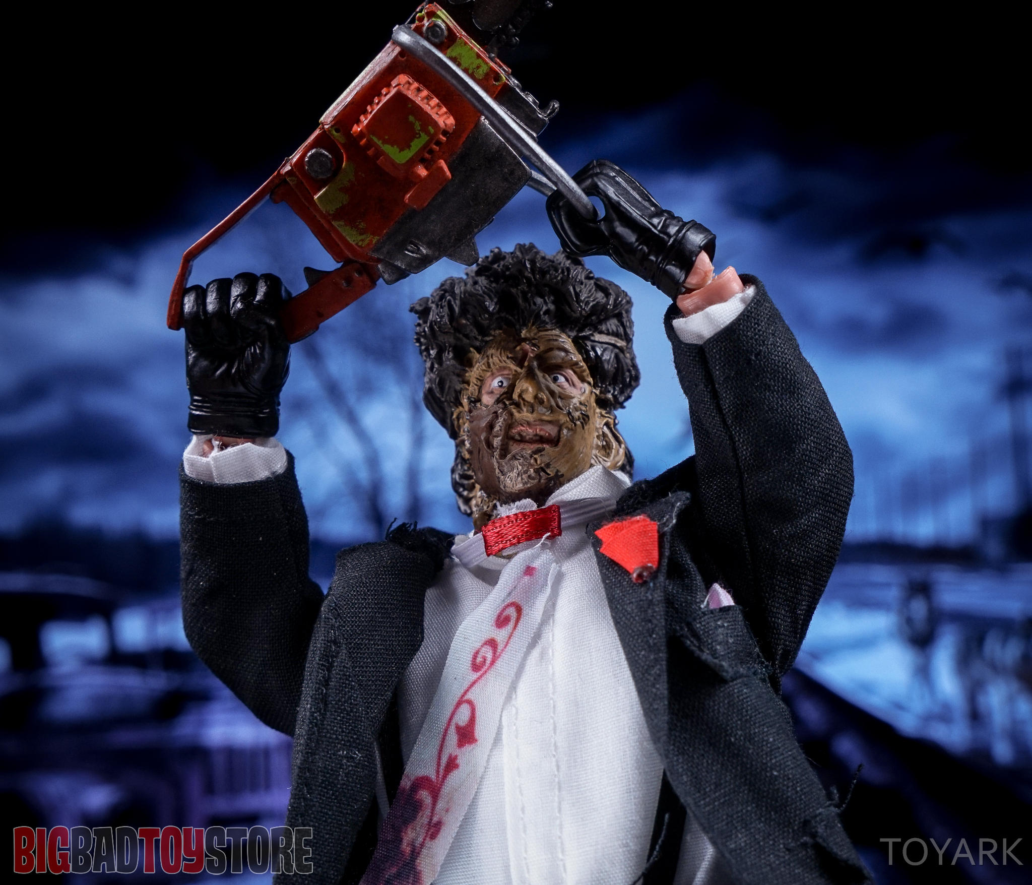 http://news.toyark.com/wp-content/uploads/sites/4/2016/07/NECA-TCM2-Leatherface-042.jpg