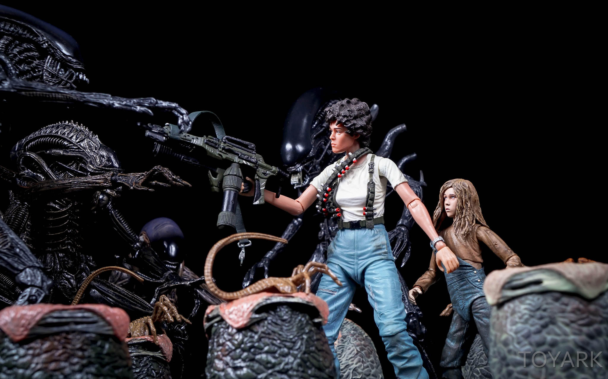 http://news.toyark.com/wp-content/uploads/sites/4/2016/08/NECA-SDCC2016-Aliens-Newt-036.jpg