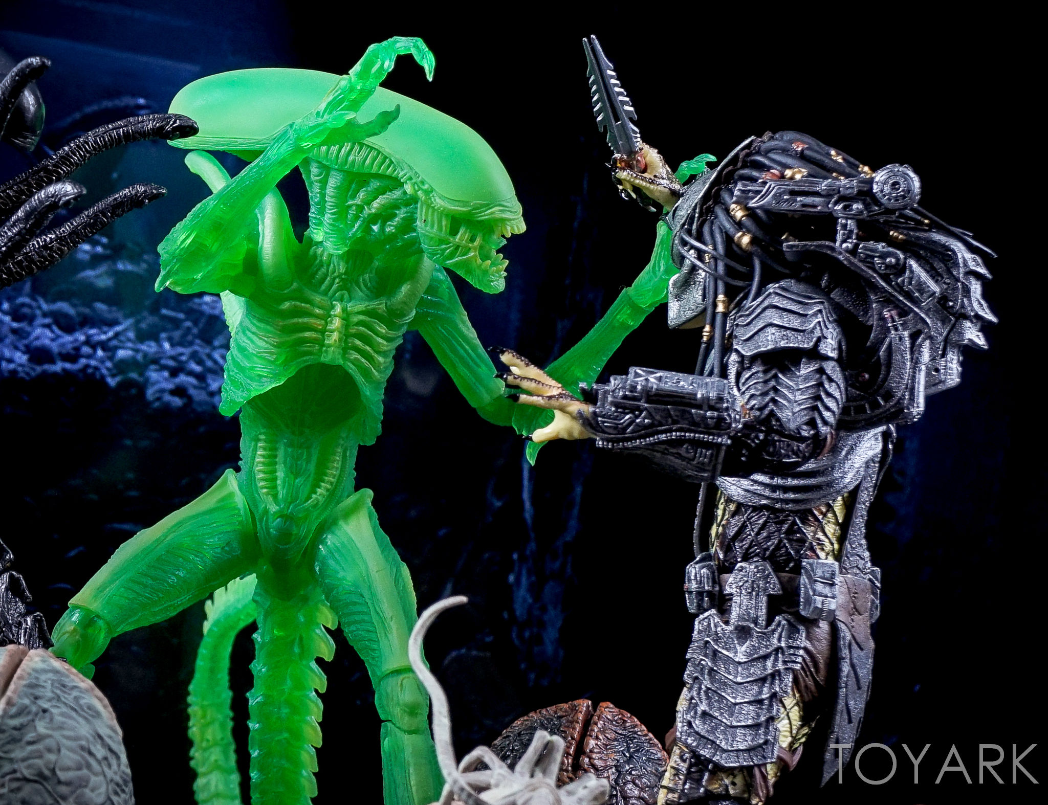 http://news.toyark.com/wp-content/uploads/sites/4/2016/09/NECA-AvP-Thermal-Vision-Alien-038.jpg