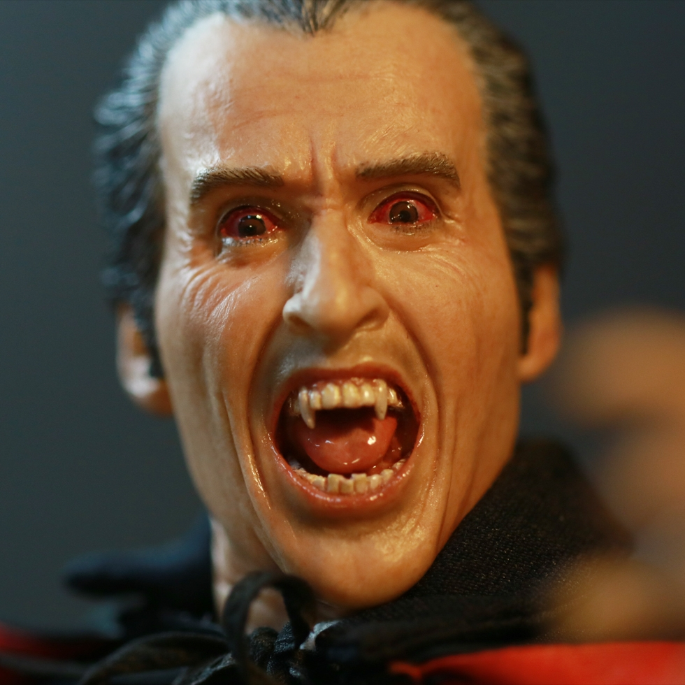 Christopher Lee Dracula 1/6 Scale Figure - Toy Discussion ...