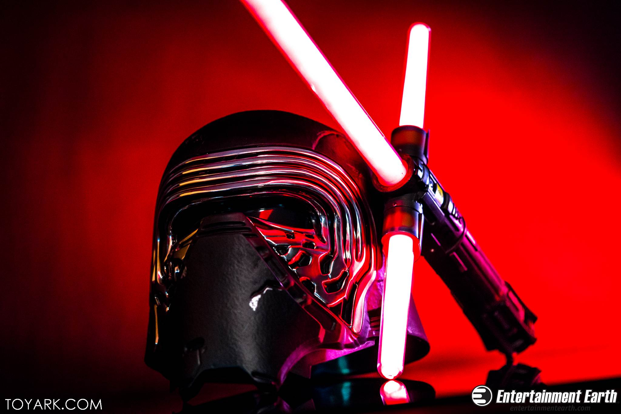 kylo ren force fx lightsaber photo shoot the toyark news. Black Bedroom Furniture Sets. Home Design Ideas
