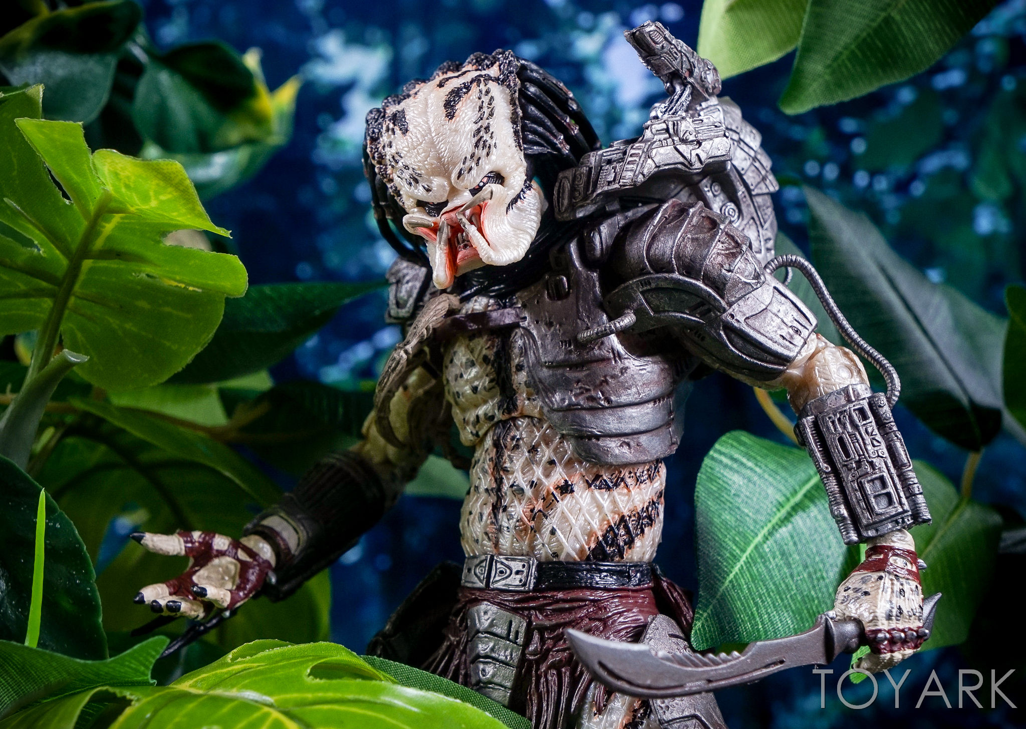http://news.toyark.com/wp-content/uploads/sites/4/2016/10/Predator-Series-16-NECA-133.jpg
