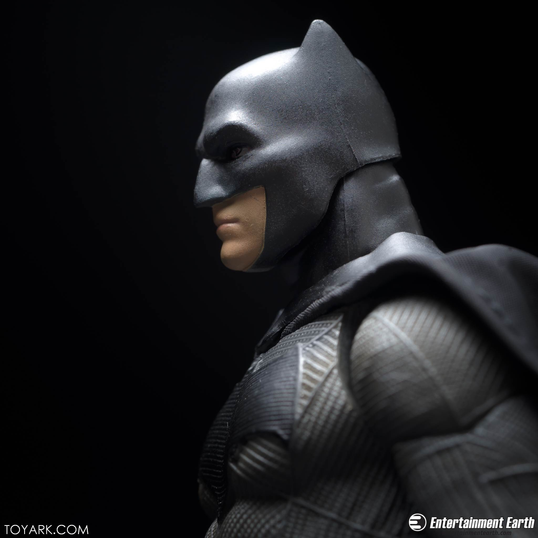 Mafex BVS Batman 13