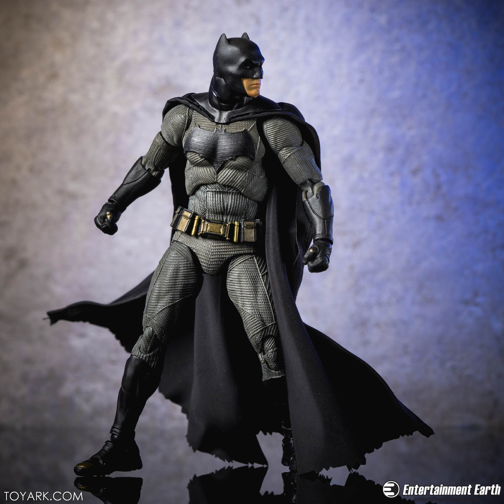 Mafex BVS Batman 15