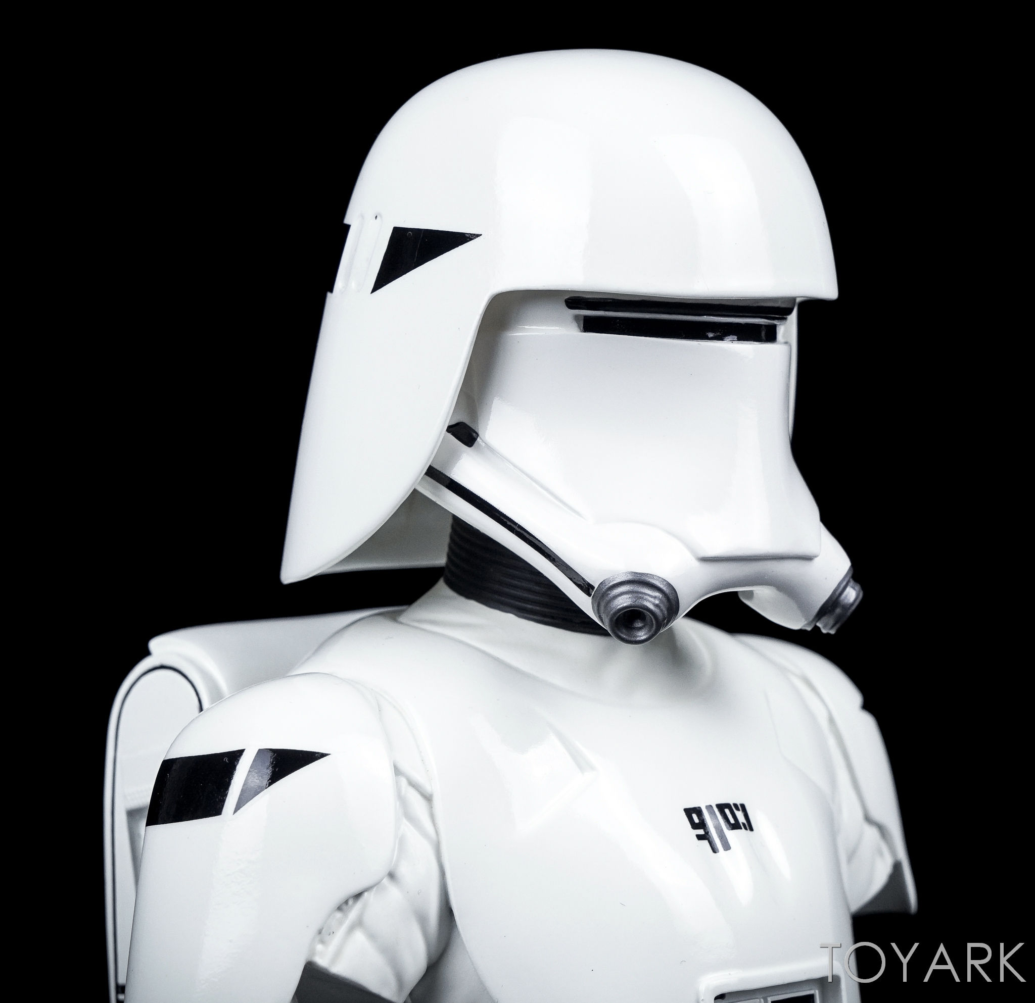 http://news.toyark.com/wp-content/uploads/sites/4/2016/12/Force-Awakens-Snowtrooper-Classic-Bust-013.jpg