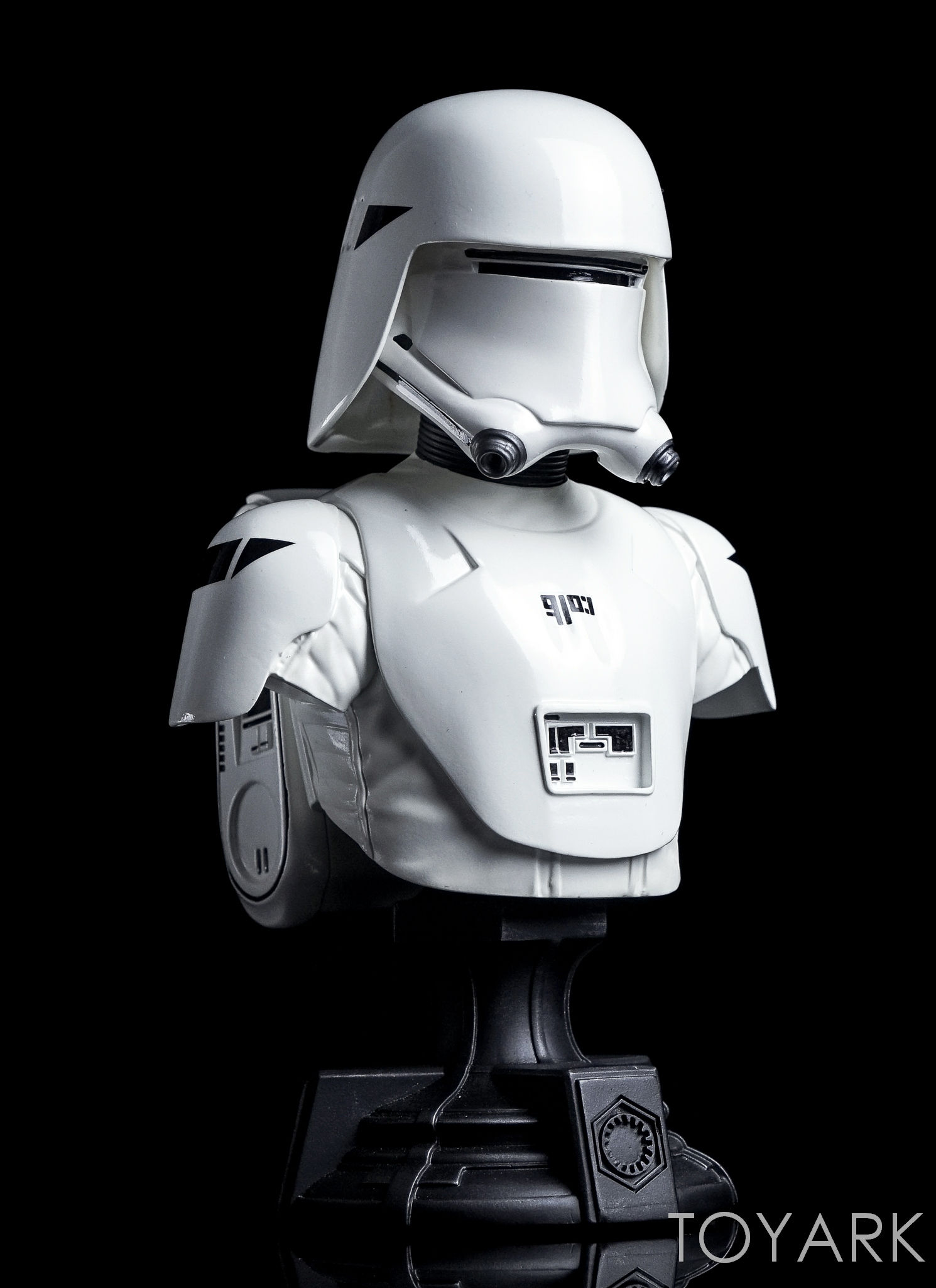 http://news.toyark.com/wp-content/uploads/sites/4/2016/12/Force-Awakens-Snowtrooper-Classic-Bust-020.jpg