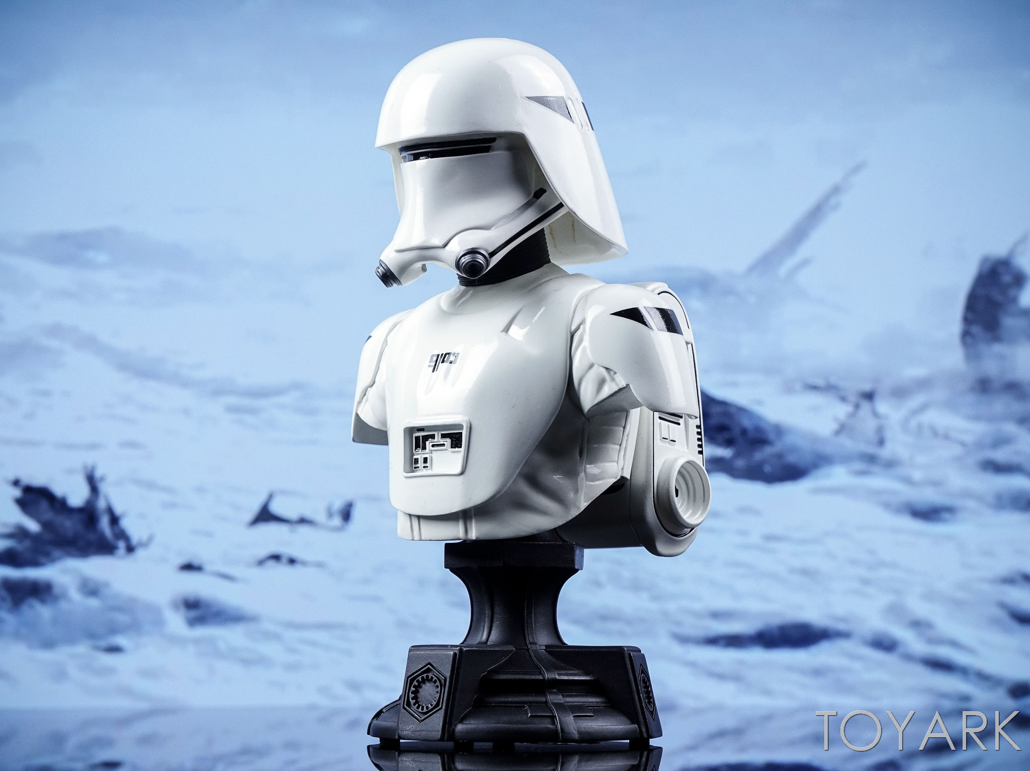 http://news.toyark.com/wp-content/uploads/sites/4/2016/12/Force-Awakens-Snowtrooper-Classic-Bust-028.jpg