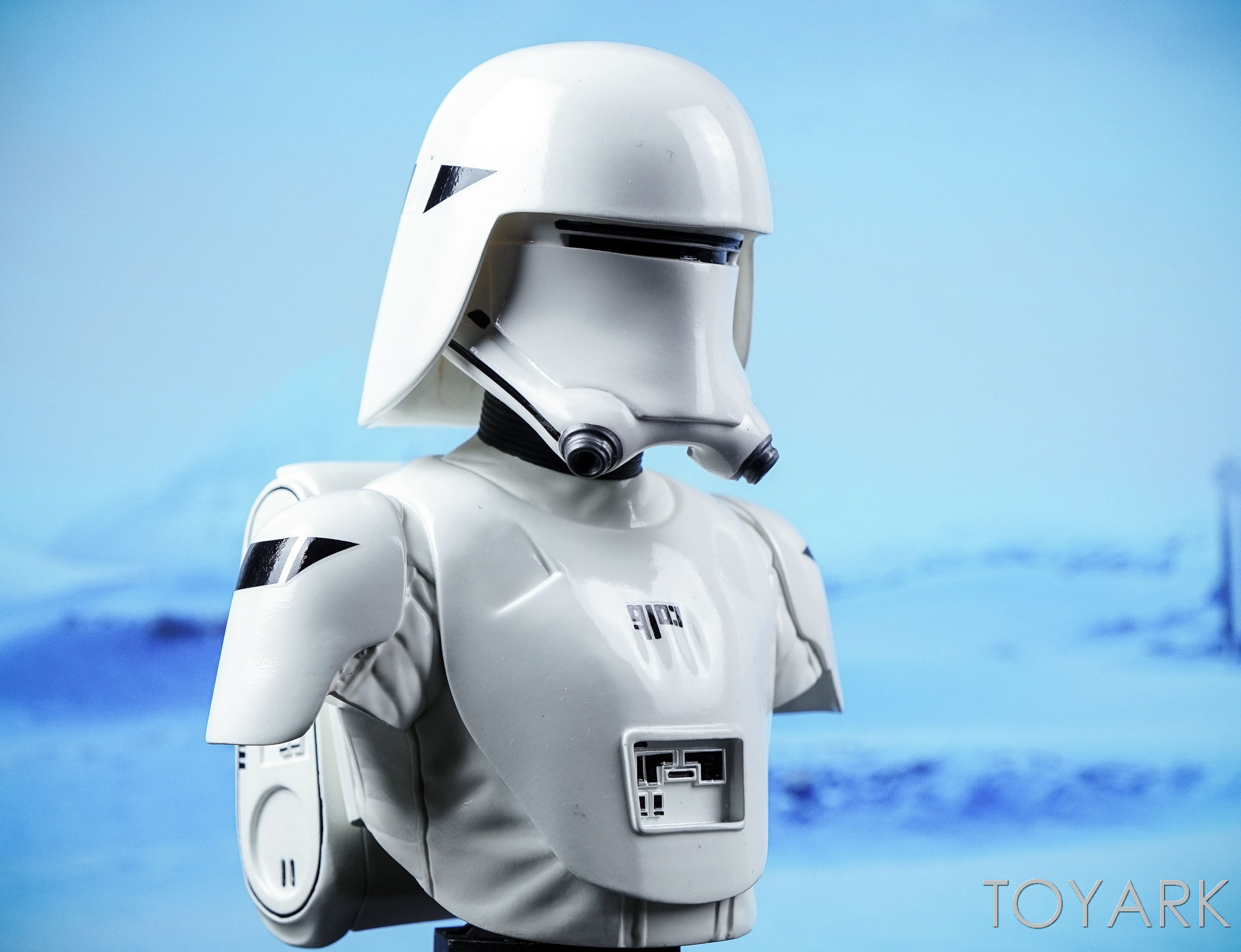 http://news.toyark.com/wp-content/uploads/sites/4/2016/12/Force-Awakens-Snowtrooper-Classic-Bust-029.jpg