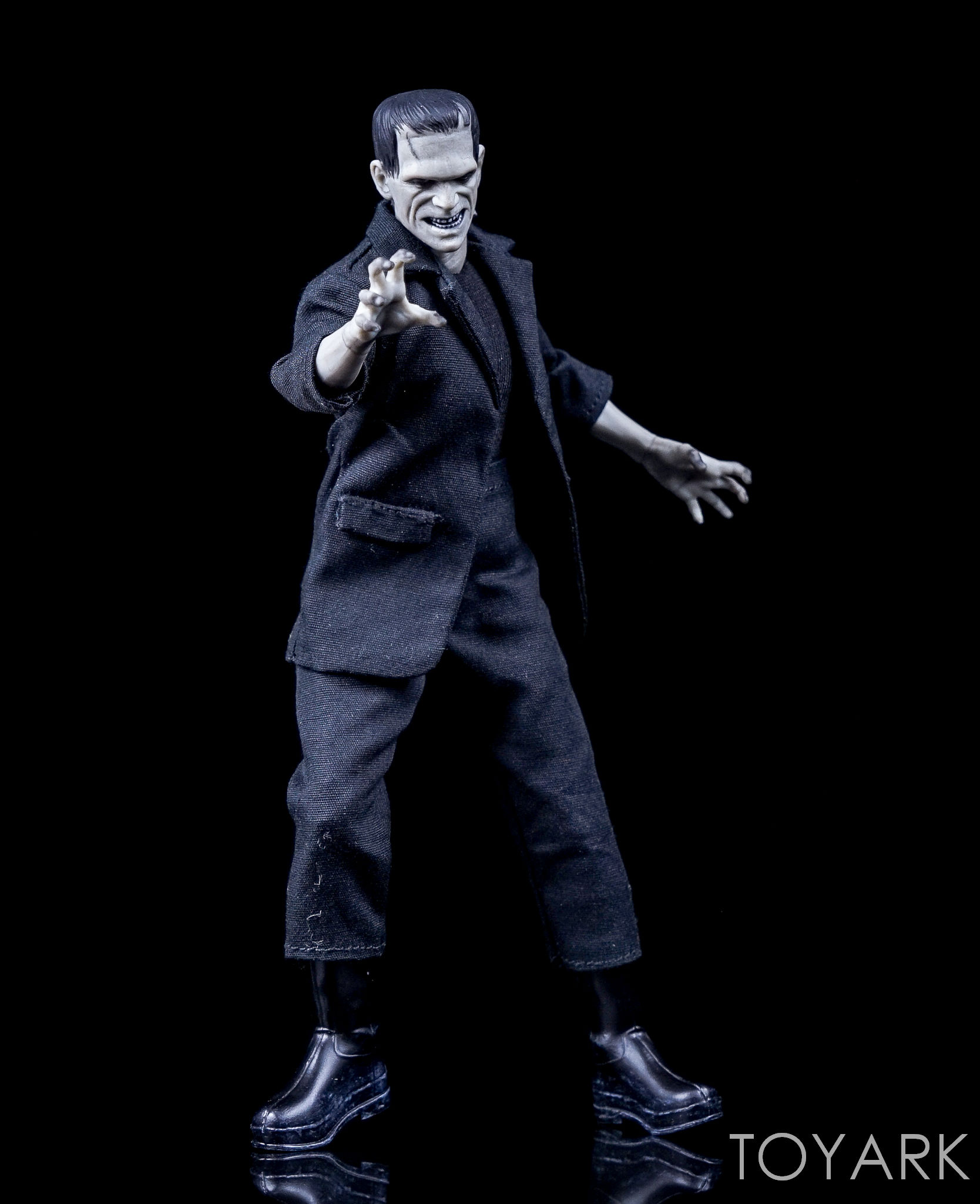 http://news.toyark.com/wp-content/uploads/sites/4/2016/12/Mezco-One12-Collective-Frankenstein-Figure-019.jpg