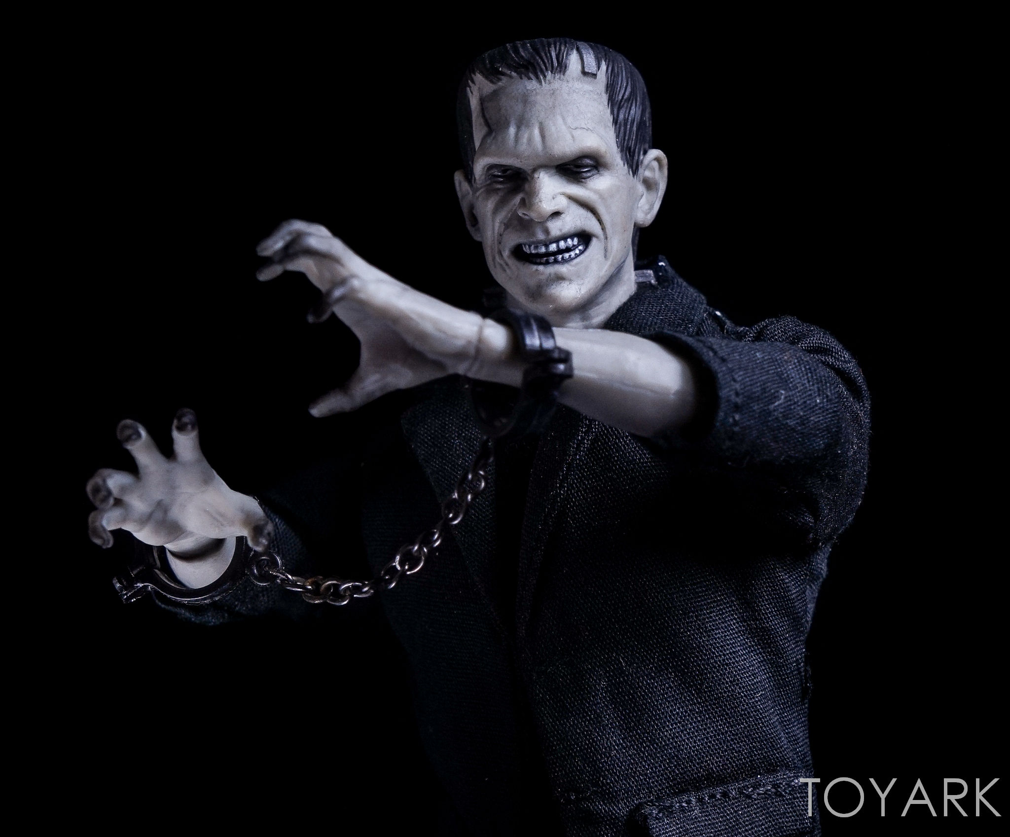 http://news.toyark.com/wp-content/uploads/sites/4/2016/12/Mezco-One12-Collective-Frankenstein-Figure-029.jpg