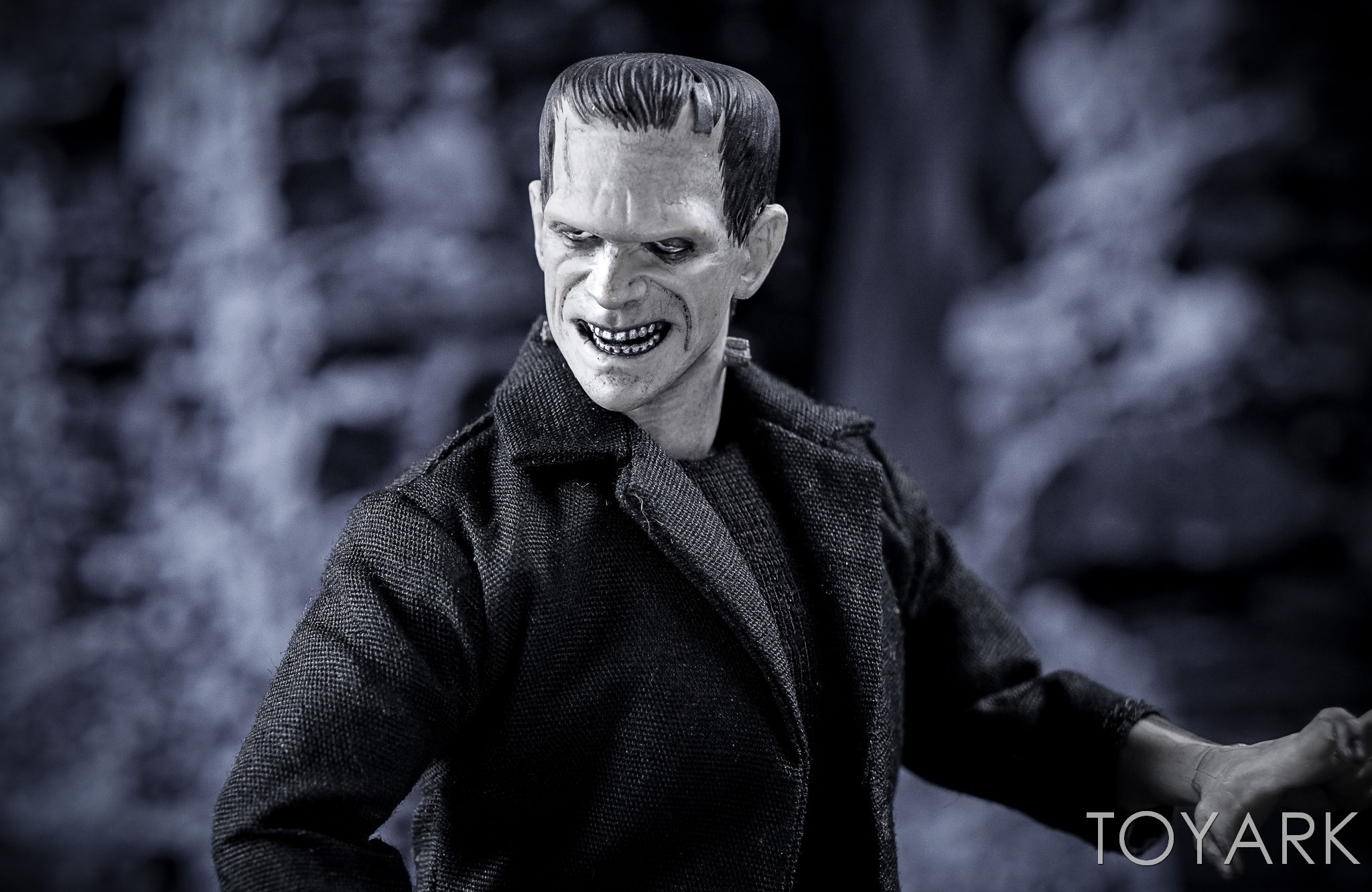 http://news.toyark.com/wp-content/uploads/sites/4/2016/12/Mezco-One12-Collective-Frankenstein-Figure-033.jpg