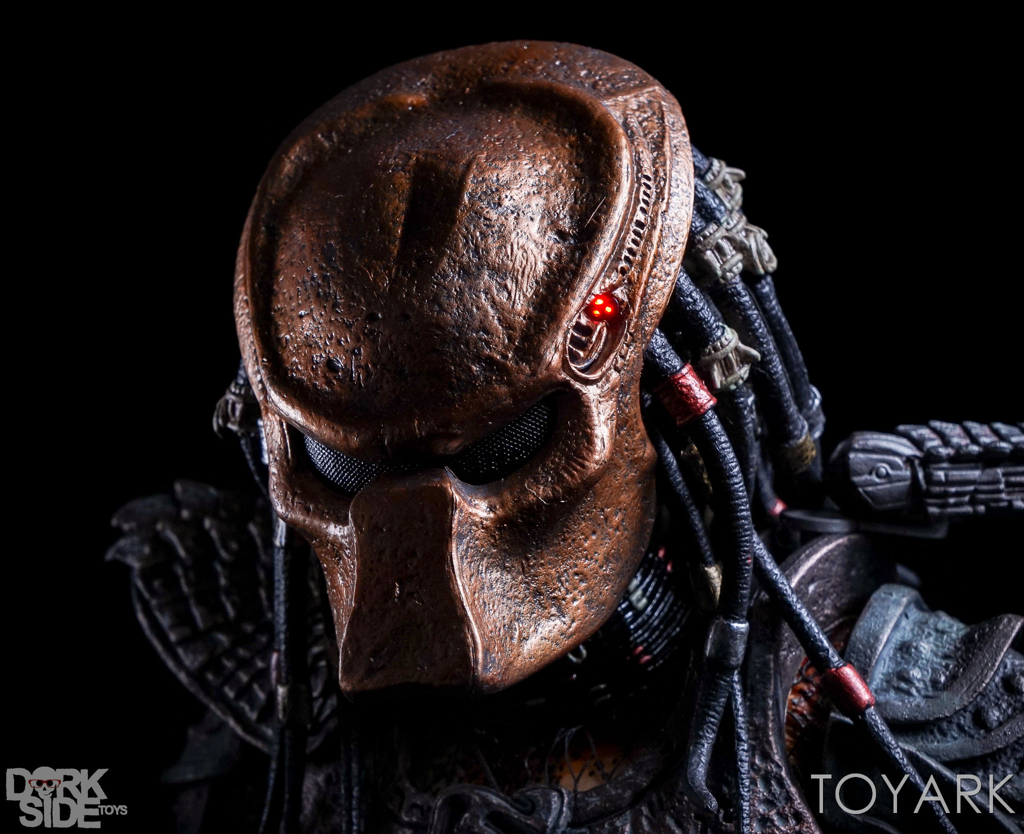 http://news.toyark.com/wp-content/uploads/sites/4/2016/12/NECA-20-Inch-City-Hunter-Predator-021.jpg