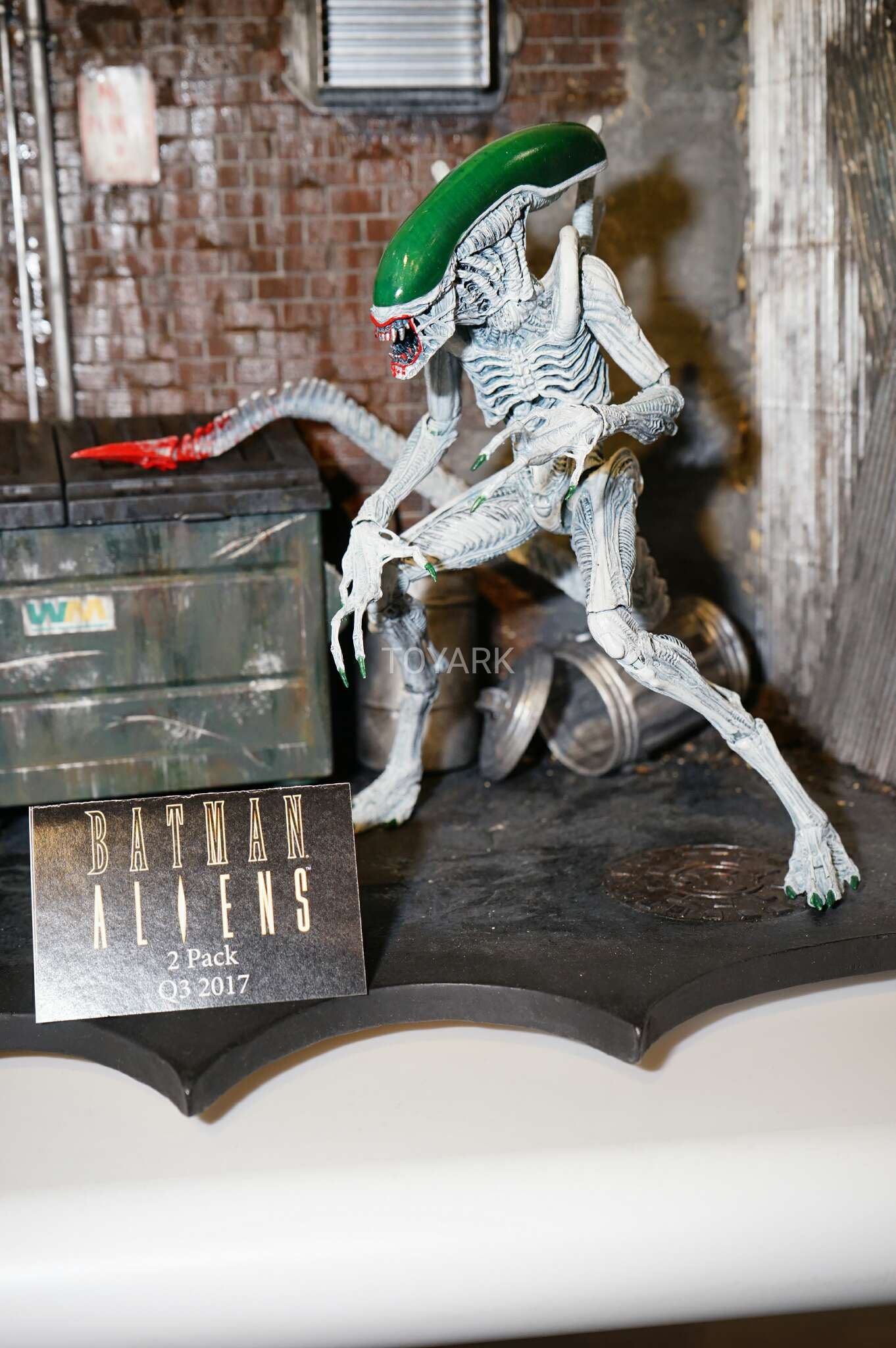 Toy-Fair-2017-NECA-DC-vs-Aliens-and-Pred