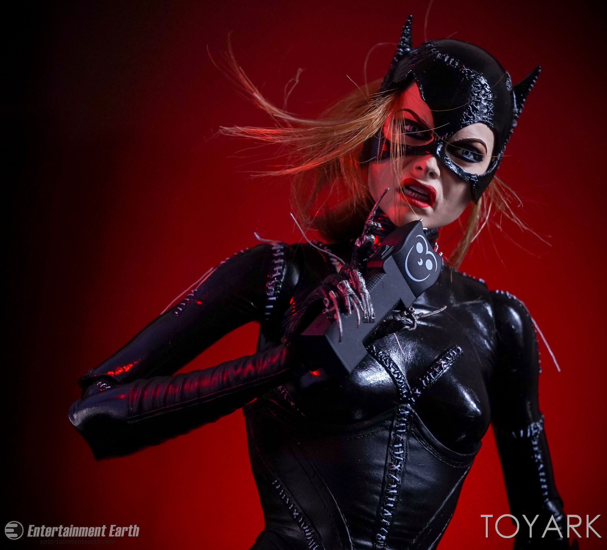 http://news.toyark.com/wp-content/uploads/sites/4/2017/03/NECA-Batman-Returns-Catwoman-026.jpg