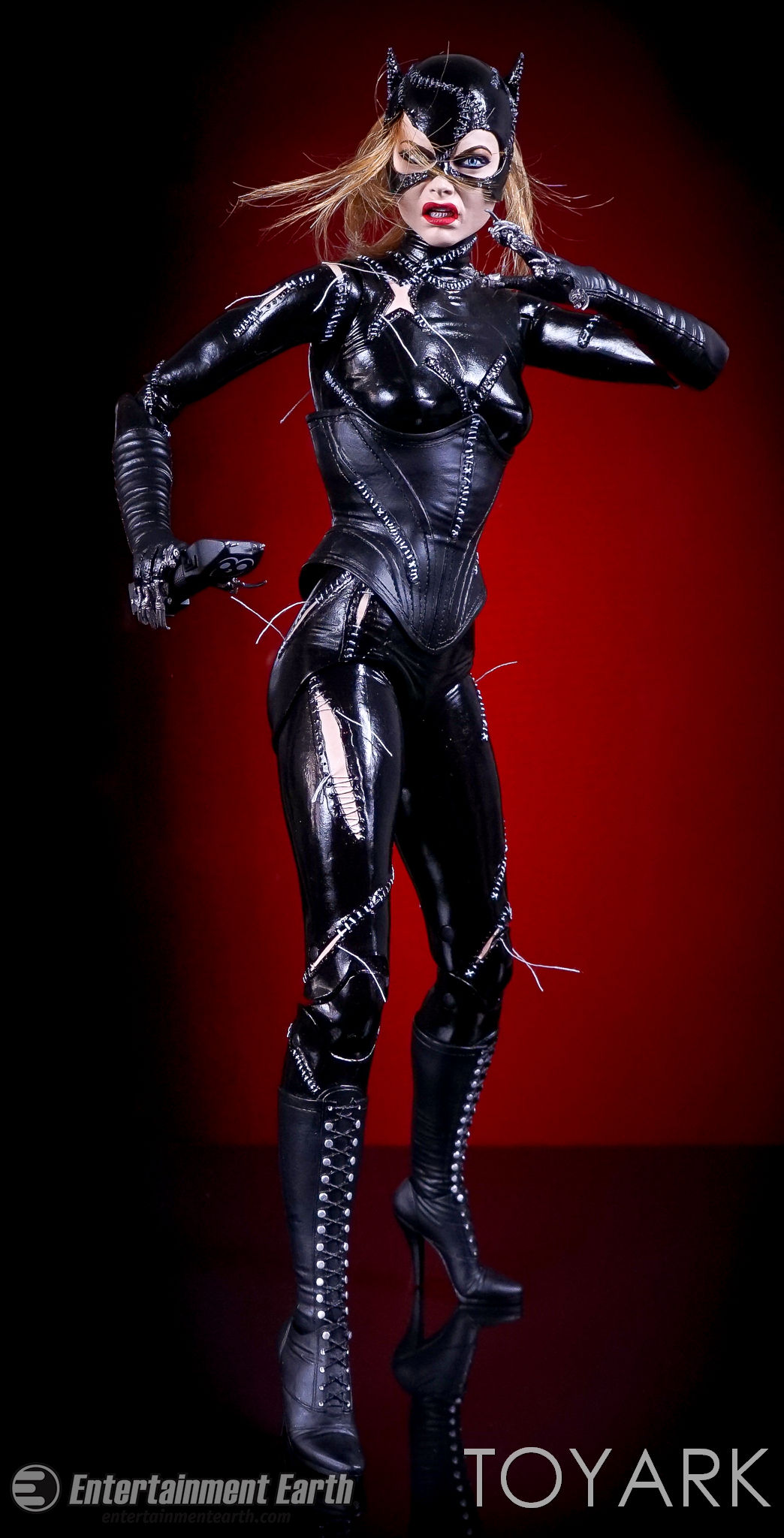 http://news.toyark.com/wp-content/uploads/sites/4/2017/03/NECA-Batman-Returns-Catwoman-027.jpg