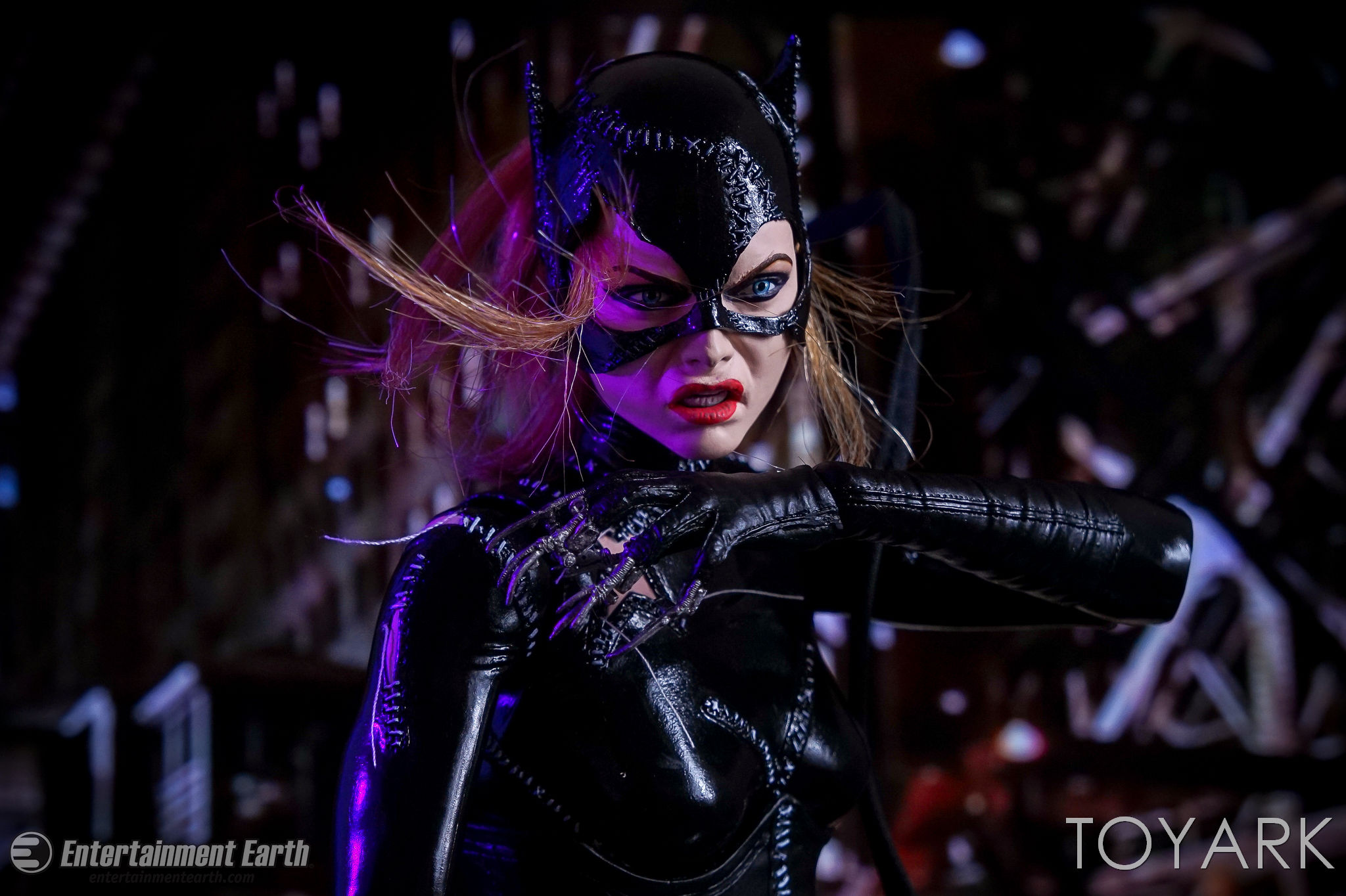 http://news.toyark.com/wp-content/uploads/sites/4/2017/03/NECA-Batman-Returns-Catwoman-031.jpg