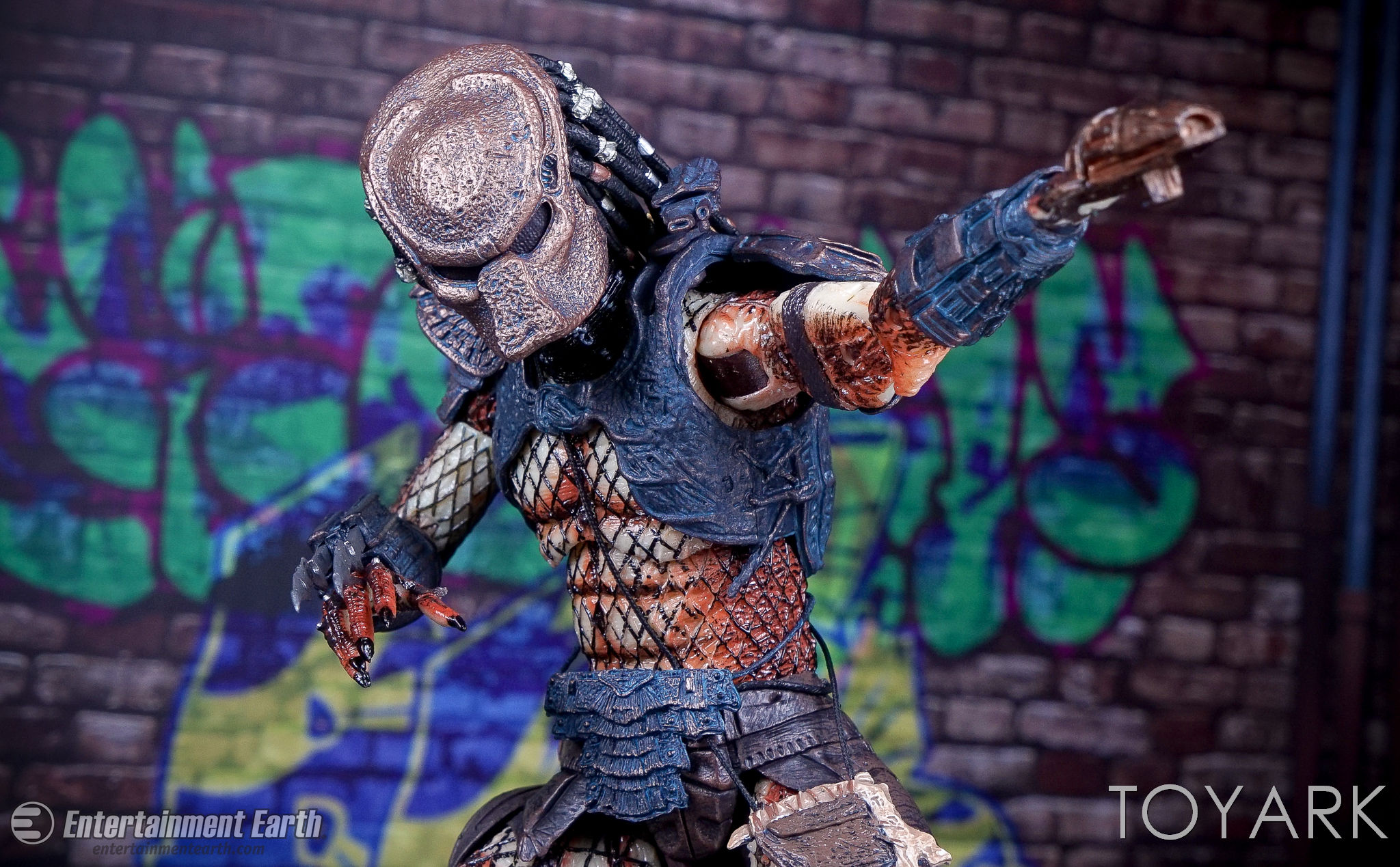 http://news.toyark.com/wp-content/uploads/sites/4/2017/03/NECA-Ultimate-City-Hunter-Predator-027.jpg