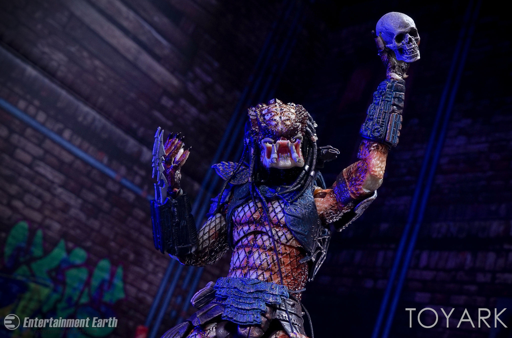 http://news.toyark.com/wp-content/uploads/sites/4/2017/03/NECA-Ultimate-City-Hunter-Predator-053.jpg