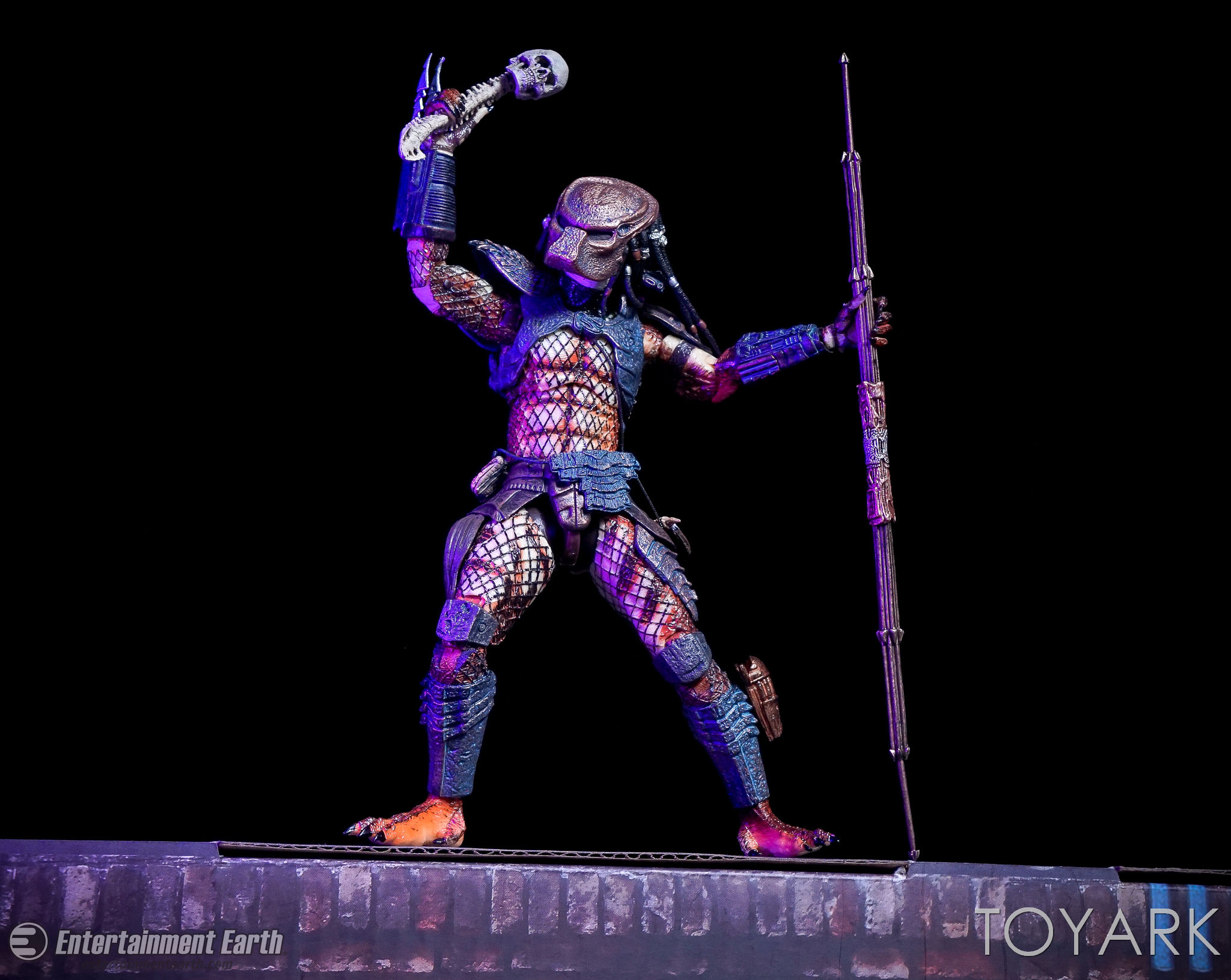 http://news.toyark.com/wp-content/uploads/sites/4/2017/03/NECA-Ultimate-City-Hunter-Predator-054.jpg