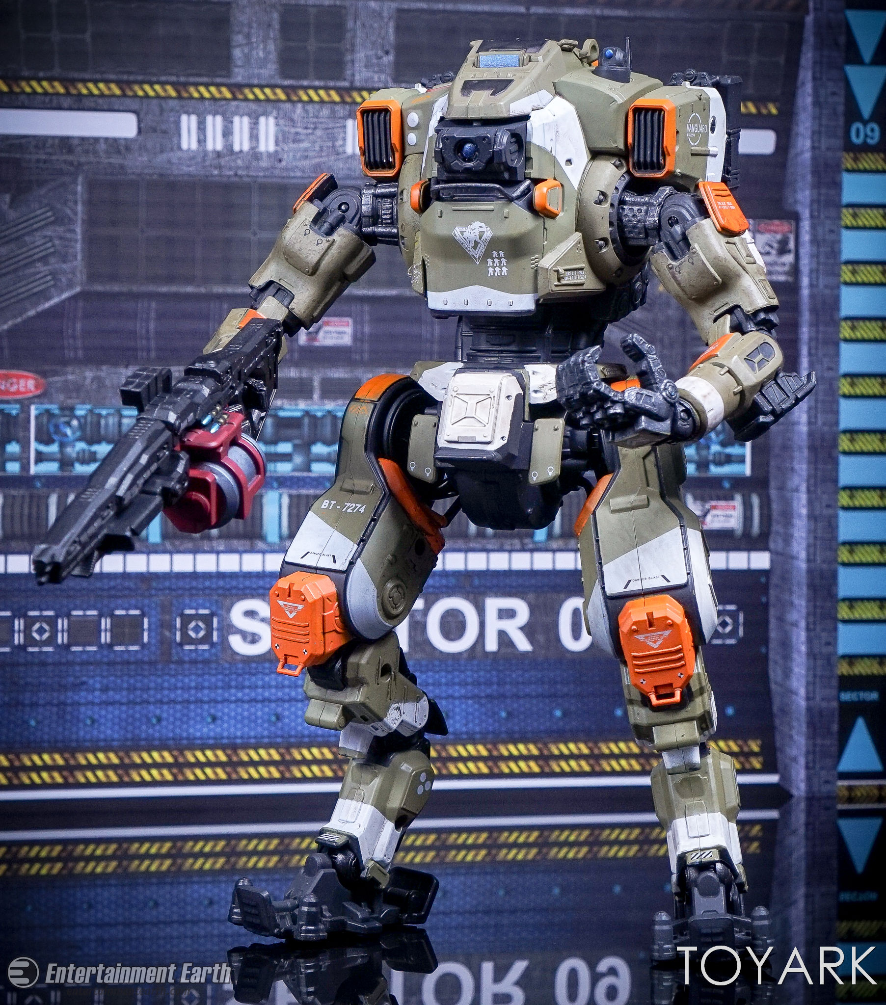 http://news.toyark.com/wp-content/uploads/sites/4/2017/04/McFarlane-BT-7274-Titanfall-2-Figure-033.jpg