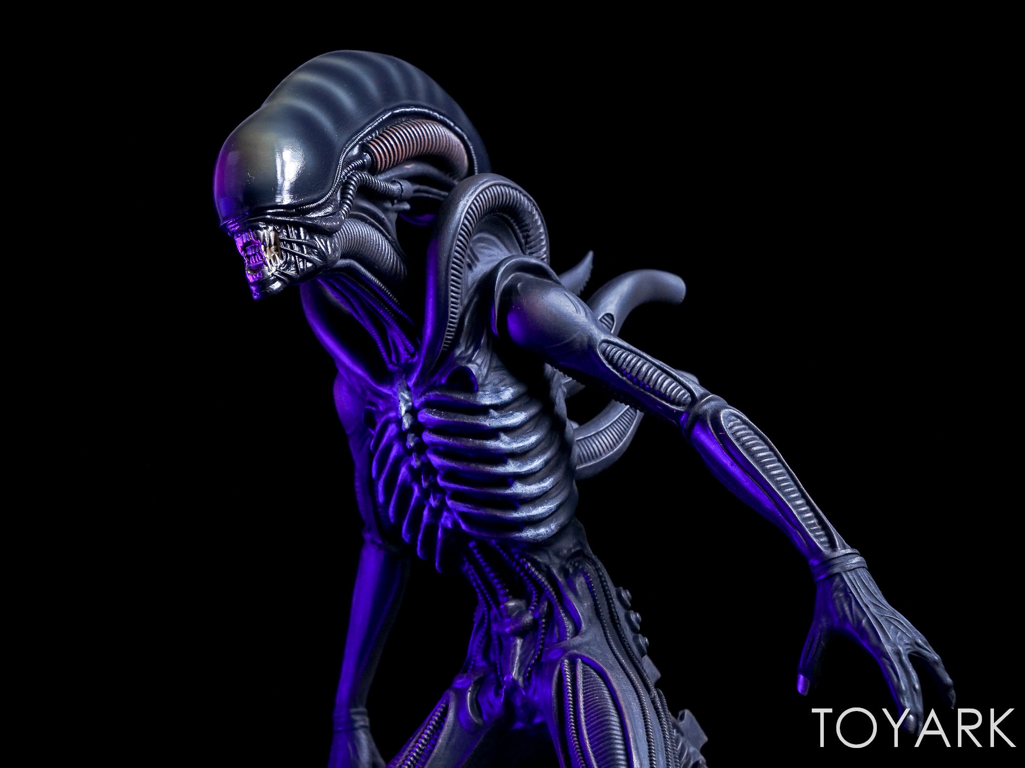 http://news.toyark.com/wp-content/uploads/sites/4/2017/05/Hero-Collector-Mega-Alien-Statue-032.jpg
