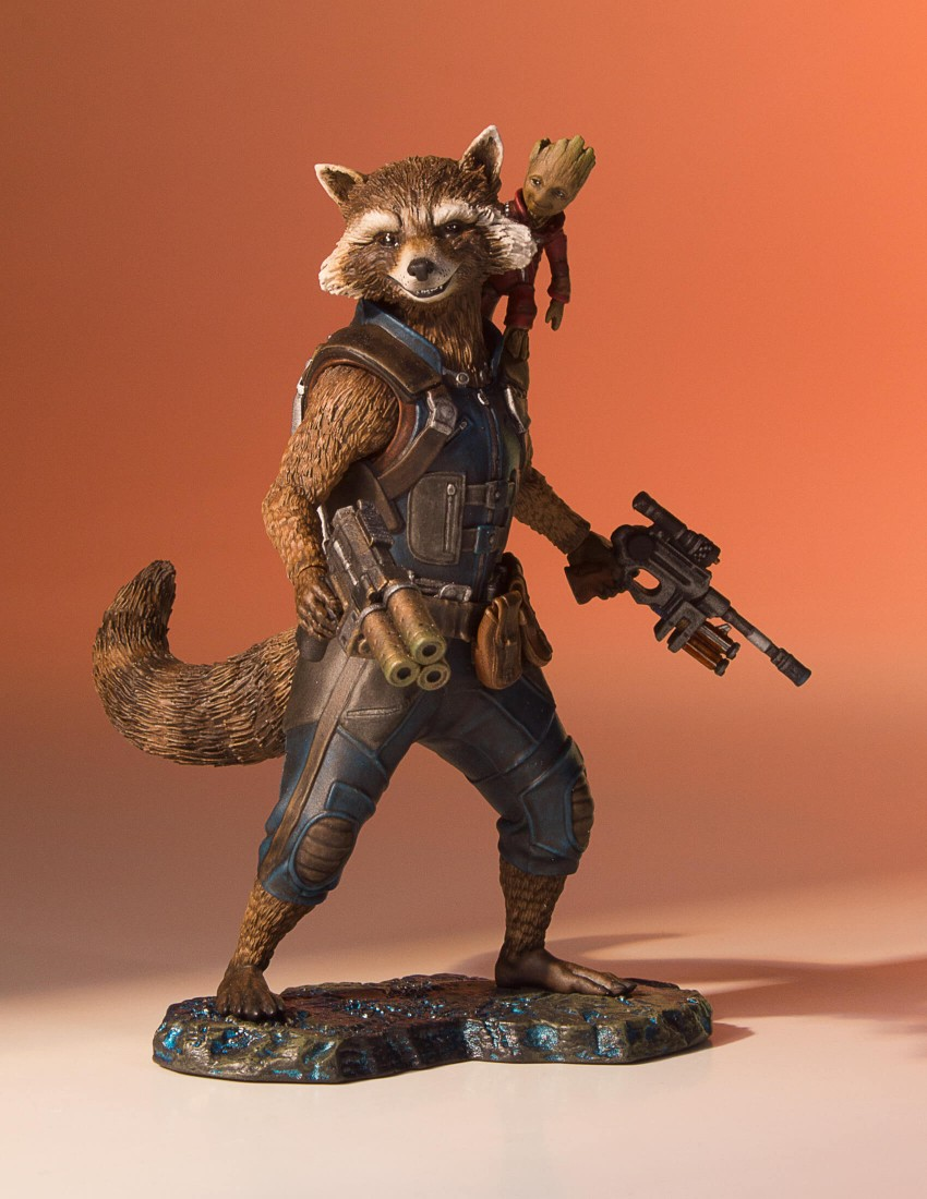 GotG-Vol-2-Rocket-and-Groot-Statue-001.j
