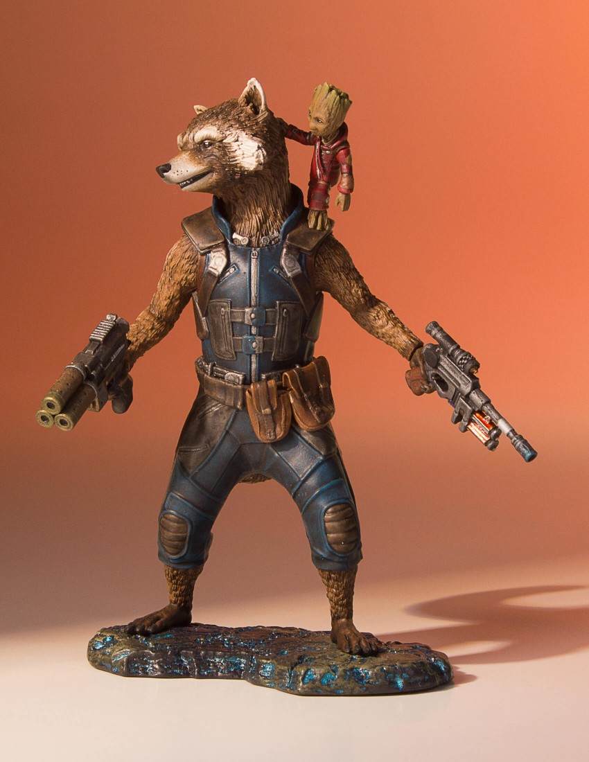GotG-Vol-2-Rocket-and-Groot-Statue-003.j