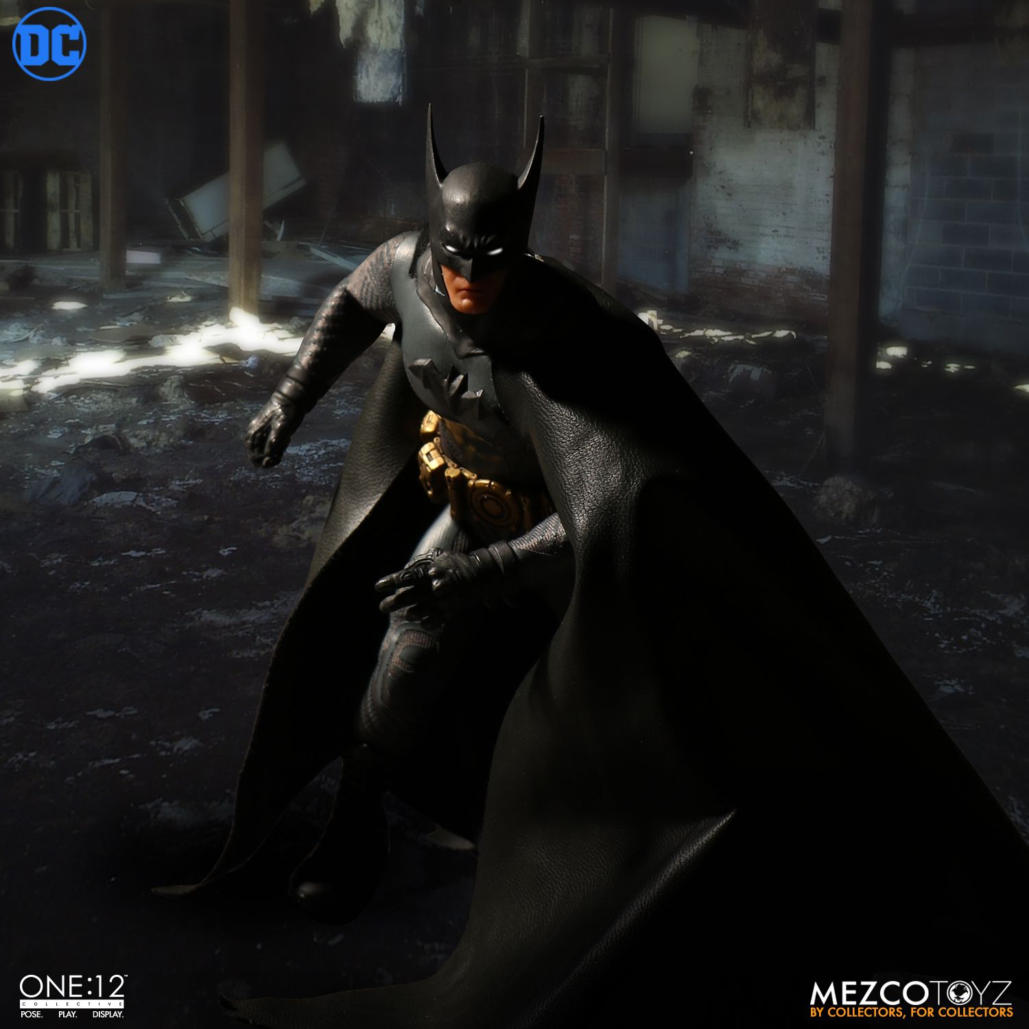 Mezco-Batman-Ascending-Knight-007.jpg