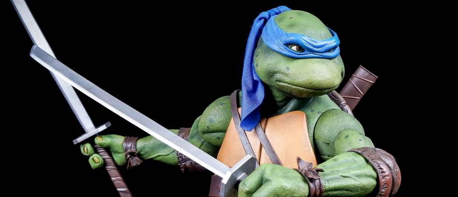 NECA Teenage Mutant Ninja Turtles 1990 Leonardo 1/4 Scale Figure - Toyark Gallery