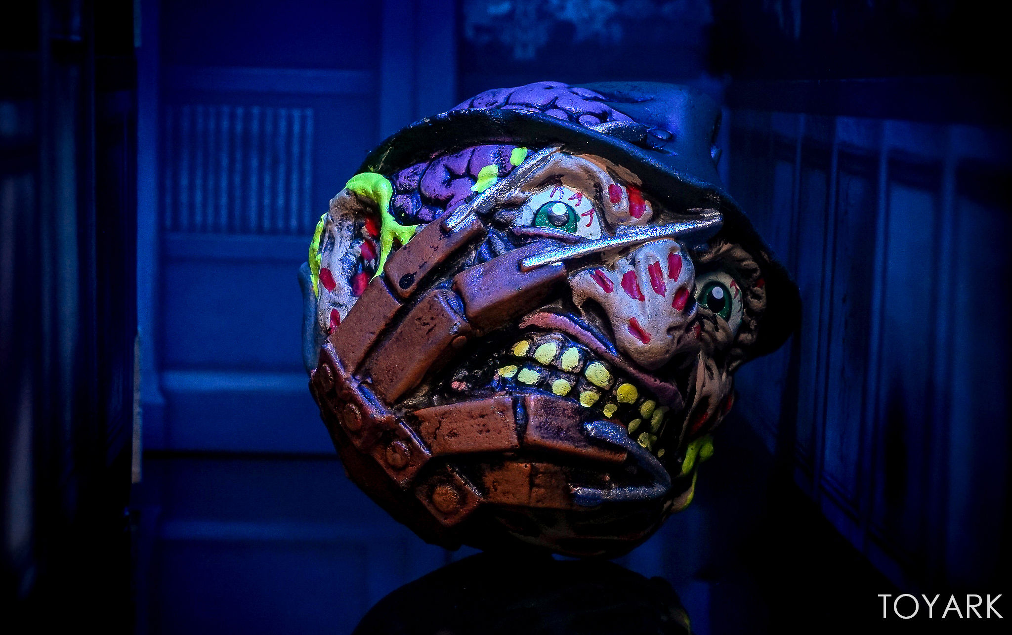 http://news.toyark.com/wp-content/uploads/sites/4/2017/09/Kidrobot-Horror-and-Sci-Fi-Madballs-034.jpg