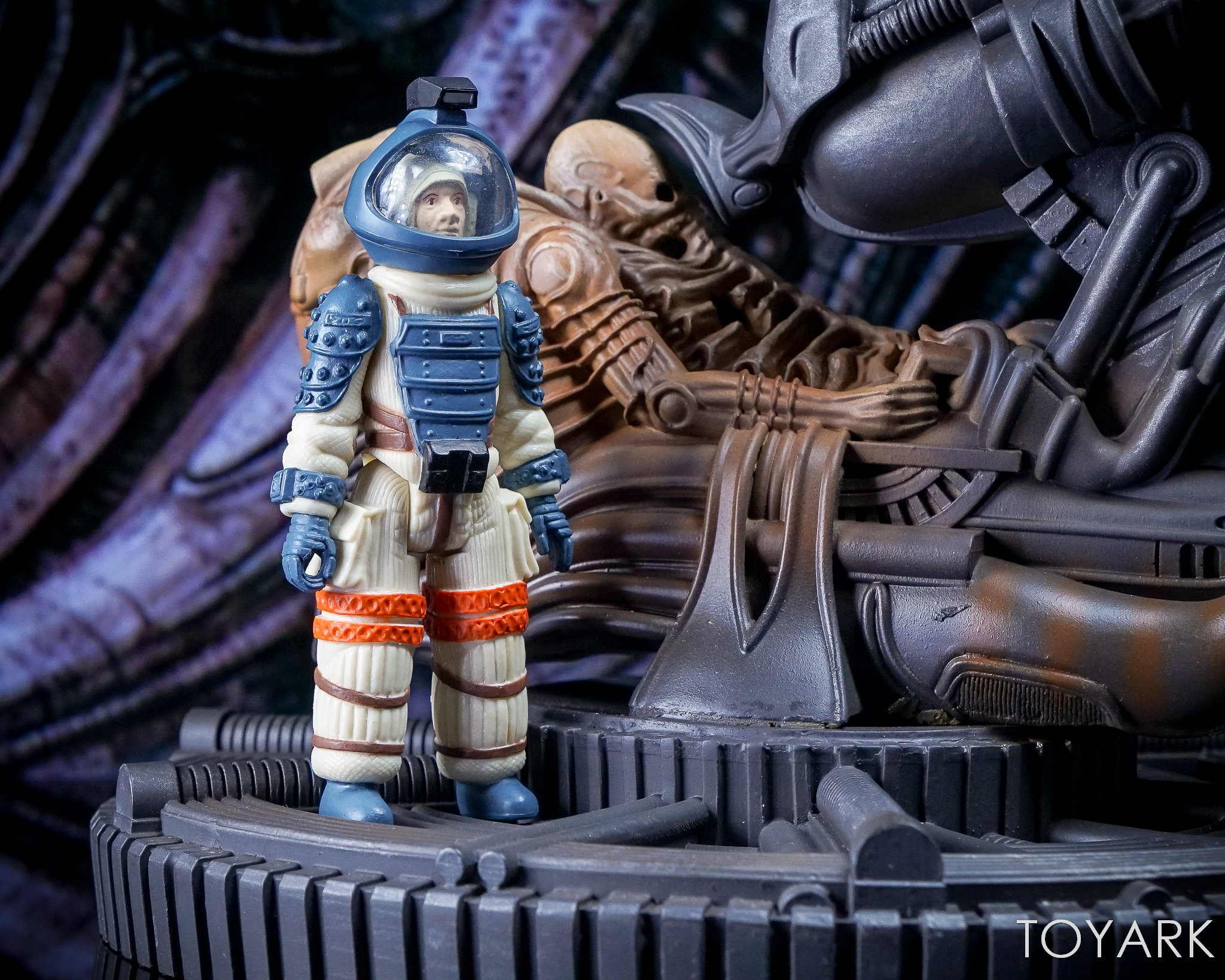http://news.toyark.com/wp-content/uploads/sites/4/2017/11/Eaglemoss-Alien-Space-Jockey-029.jpg