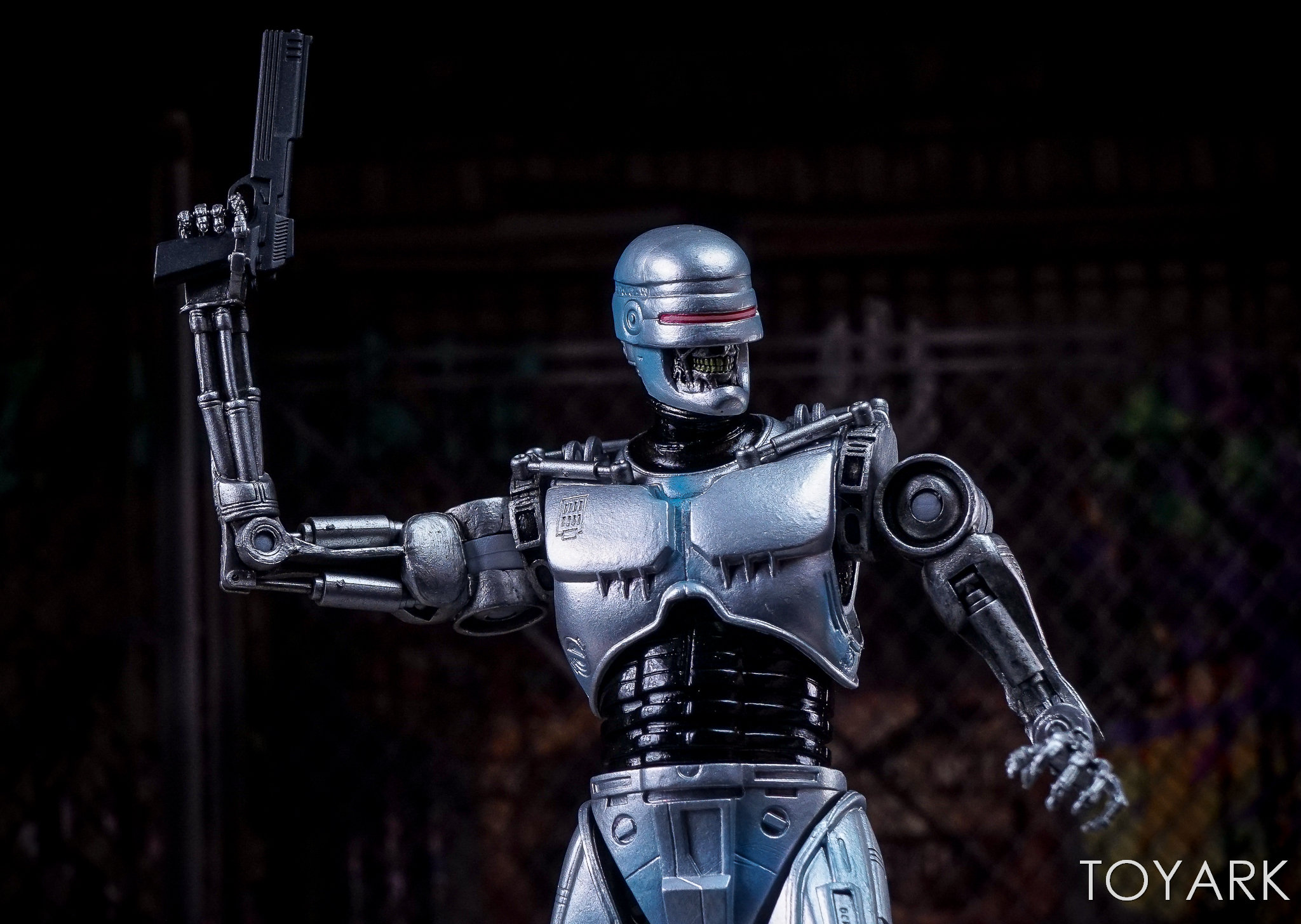 http://news.toyark.com/wp-content/uploads/sites/4/2017/12/NECA-EndoCop-and-Terminator-Dog-024.jpg