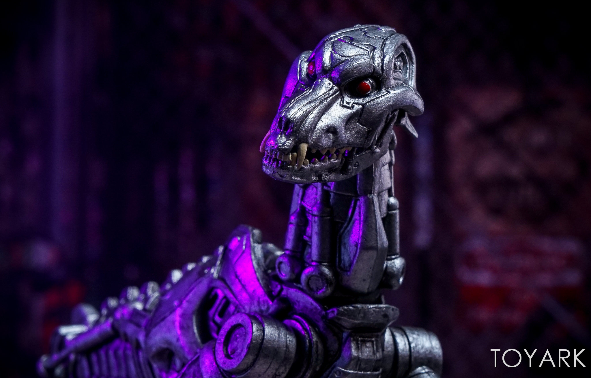 http://news.toyark.com/wp-content/uploads/sites/4/2017/12/NECA-EndoCop-and-Terminator-Dog-028.jpg
